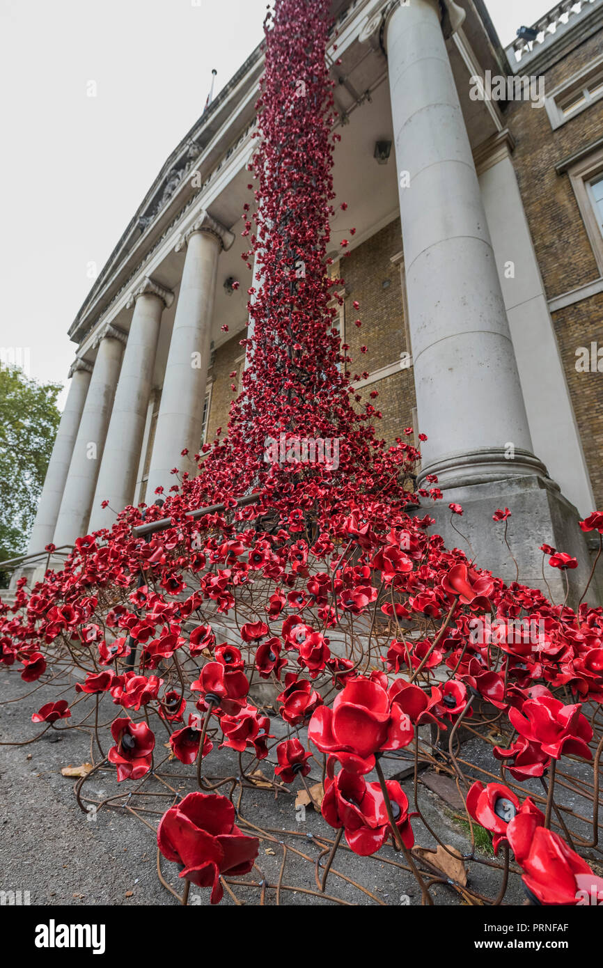 London, UK. 4th October, 2018. Weeping Window by artist Paul Cummins and designer Tom Piper at IWM London. This is the final presentation as part of 14-18 NOW's UK-wide tour of the poppies, and the sculpture will be on site until 18 November 2018. It is the first time it has returned to the capital since it was part of 'Blood Swept Lands and Seas of Red' at the Tower of London in 2014, and represents the culmination of the poppies tour. Credit: Guy Bell/Alamy Live News - Stock Image