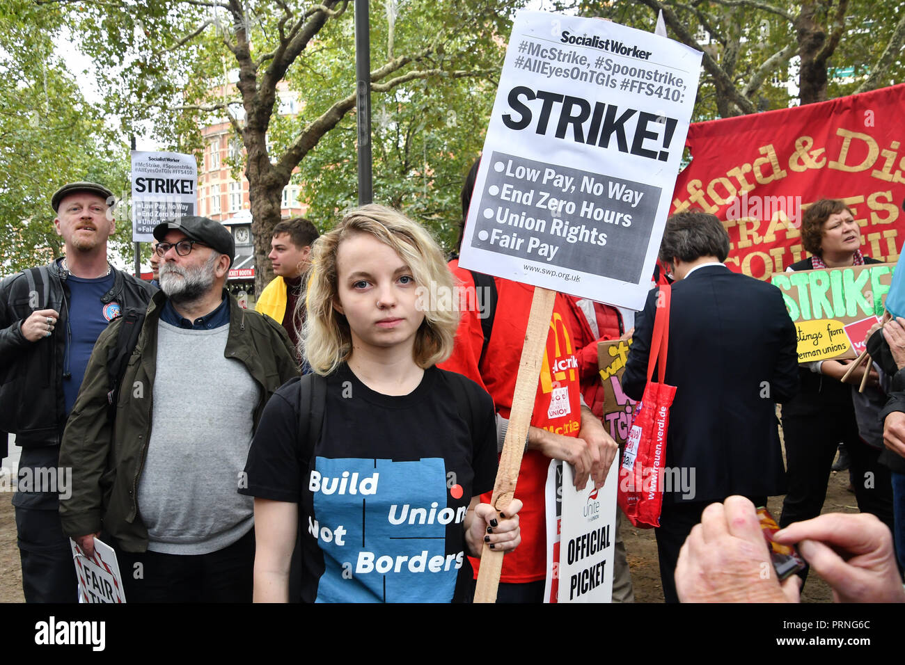 London, UK. 4th Oct 2018. Hundreds workers united from American, Brazil Thailand and UK Rally for McDonald's, TGI Fridays & Wetherspoons Strikers. Protestors demand £10 an hour at Leicester Square, London, UK. 4th October 2018. Credit: Picture Capital/Alamy Live News - Stock Image