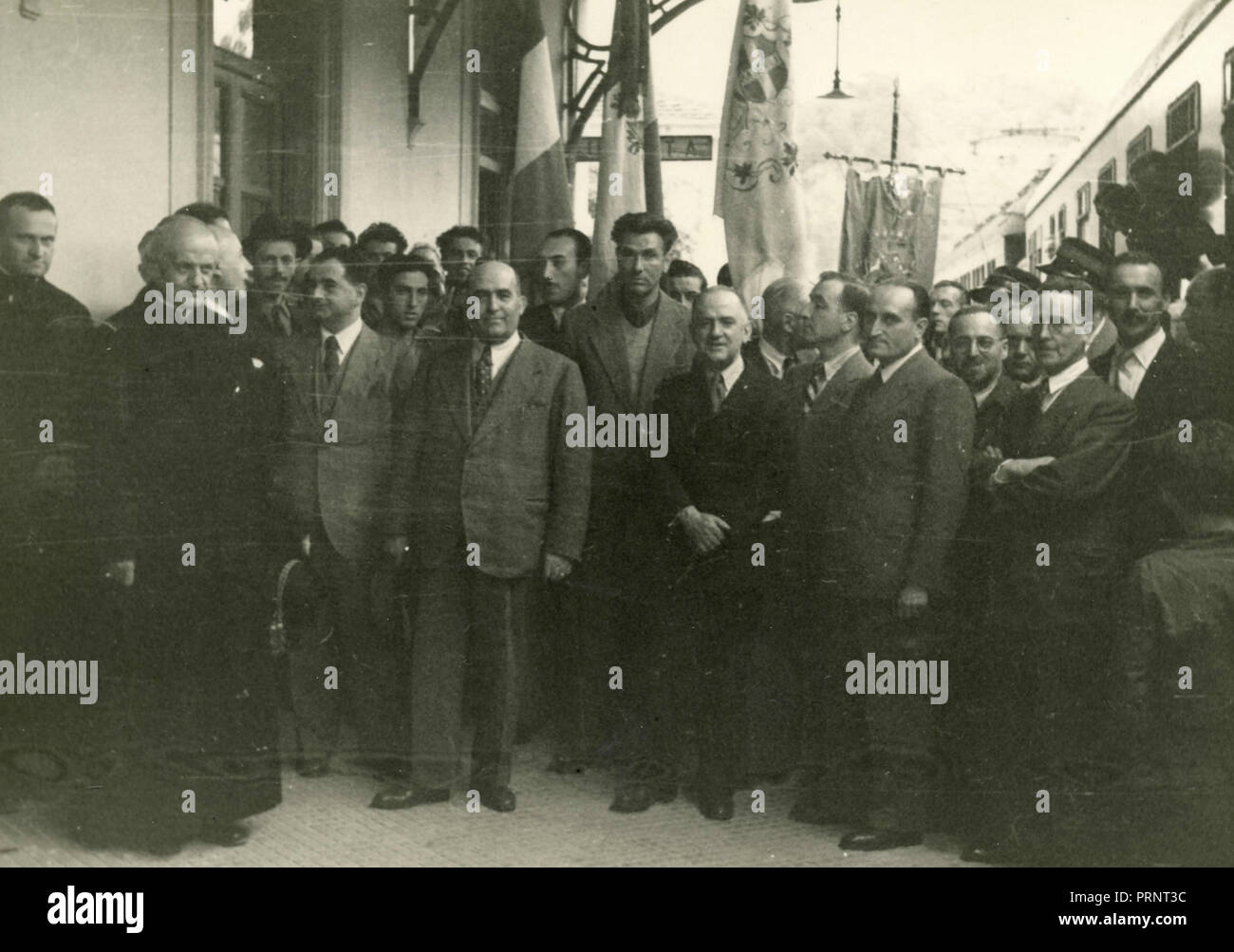 Unidentified gathering of people, Italy 1930s - Stock Image