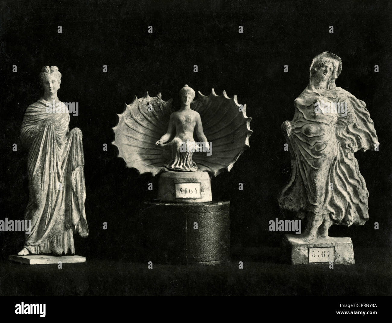 Tanagra figurines, Greece 1930s - Stock Image