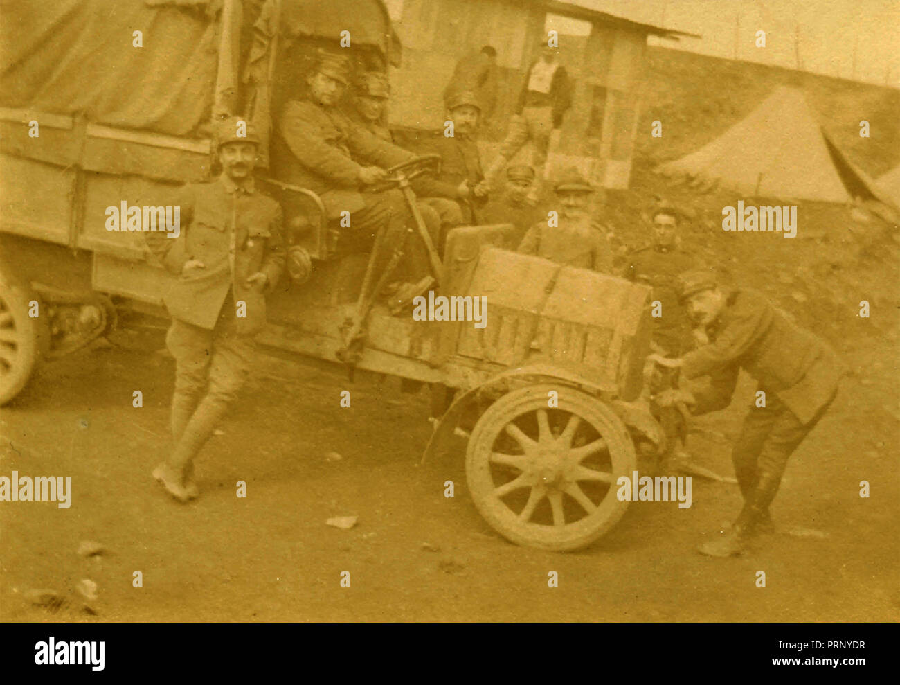 Italian military with a vehicle, Brod, Bosnia 1917 - Stock Image