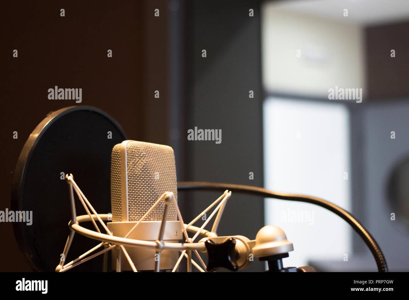 Recording audio studio microphone to record audio of voice