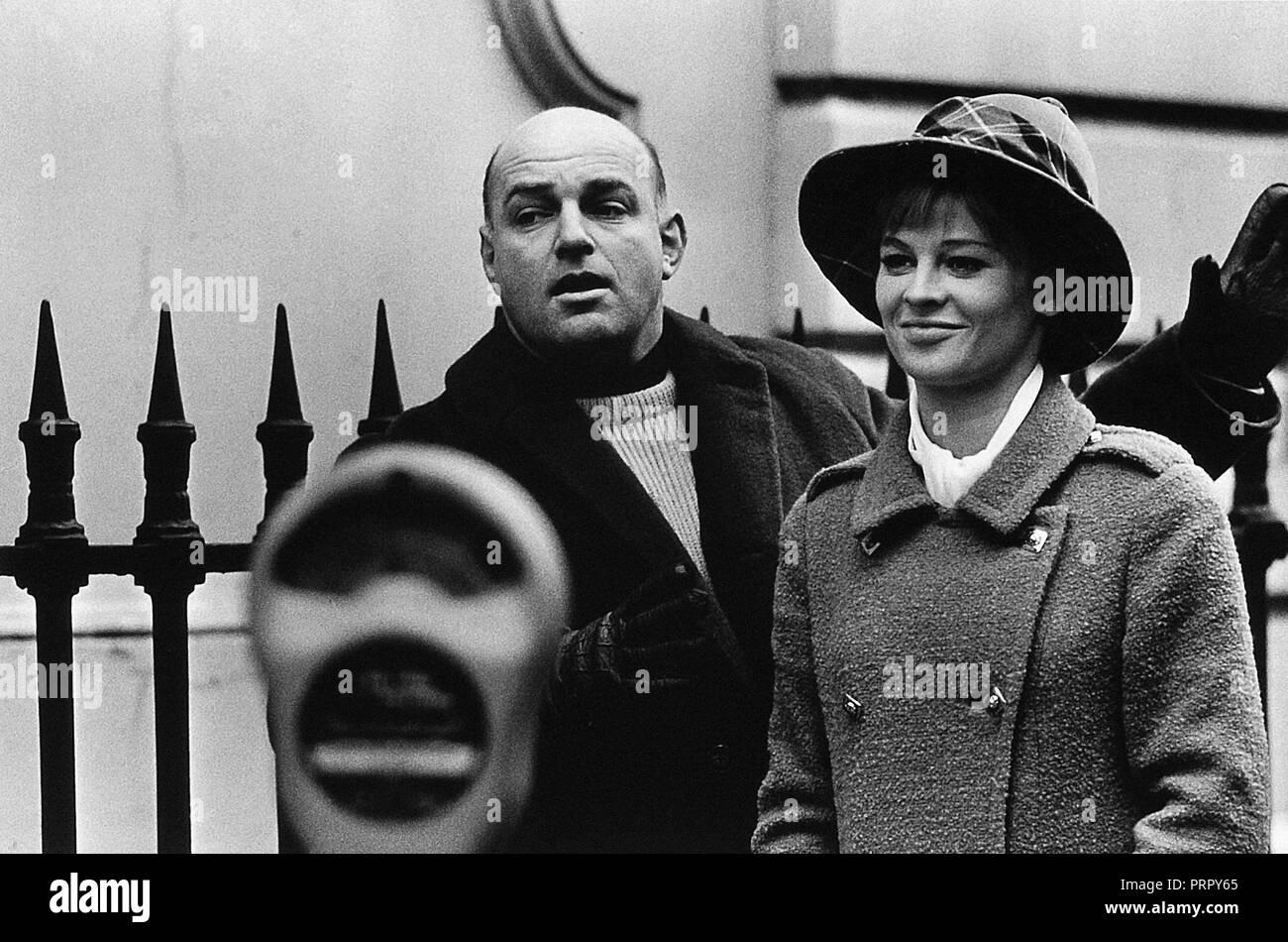 Prod DB © Joseph Janni Production - Vic Films - Appia Films Ltd. / DR DARLING de John Schlesinger 1965 GB avec John Schlesinger et Julie Christie sur - Stock Image