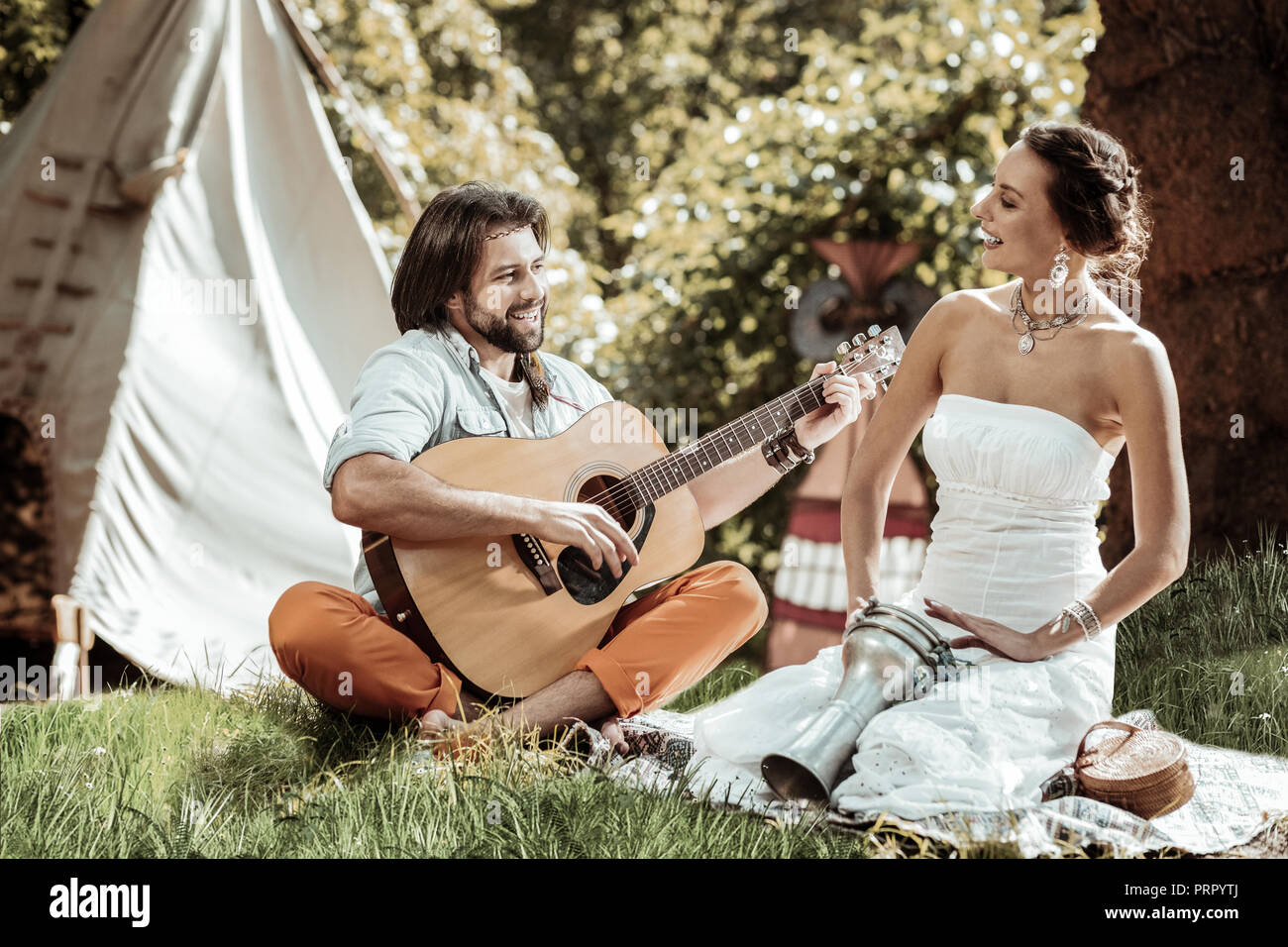 Cheerful young man and woman singing songs - Stock Image
