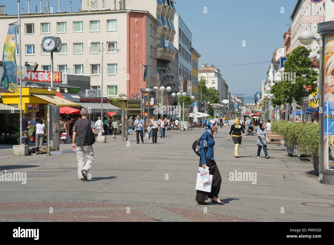 Wien, Fußgängerzone Favoriten - Vienna, Pedestrian Area - Stock Image