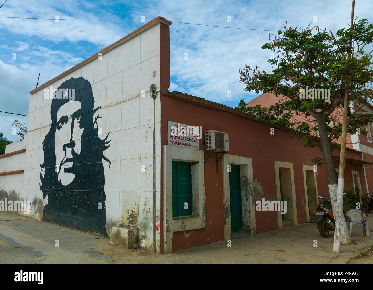 Wall painting of che guevara in the city, Luanda Province, Sumbe, Angola - Stock Image
