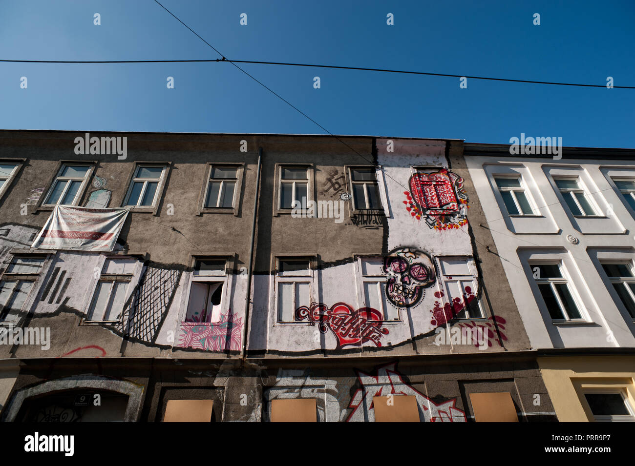 Wien, Brunnenmarktviertel, Malerei an der Fassade eines Abbruchhauses - Stock Image