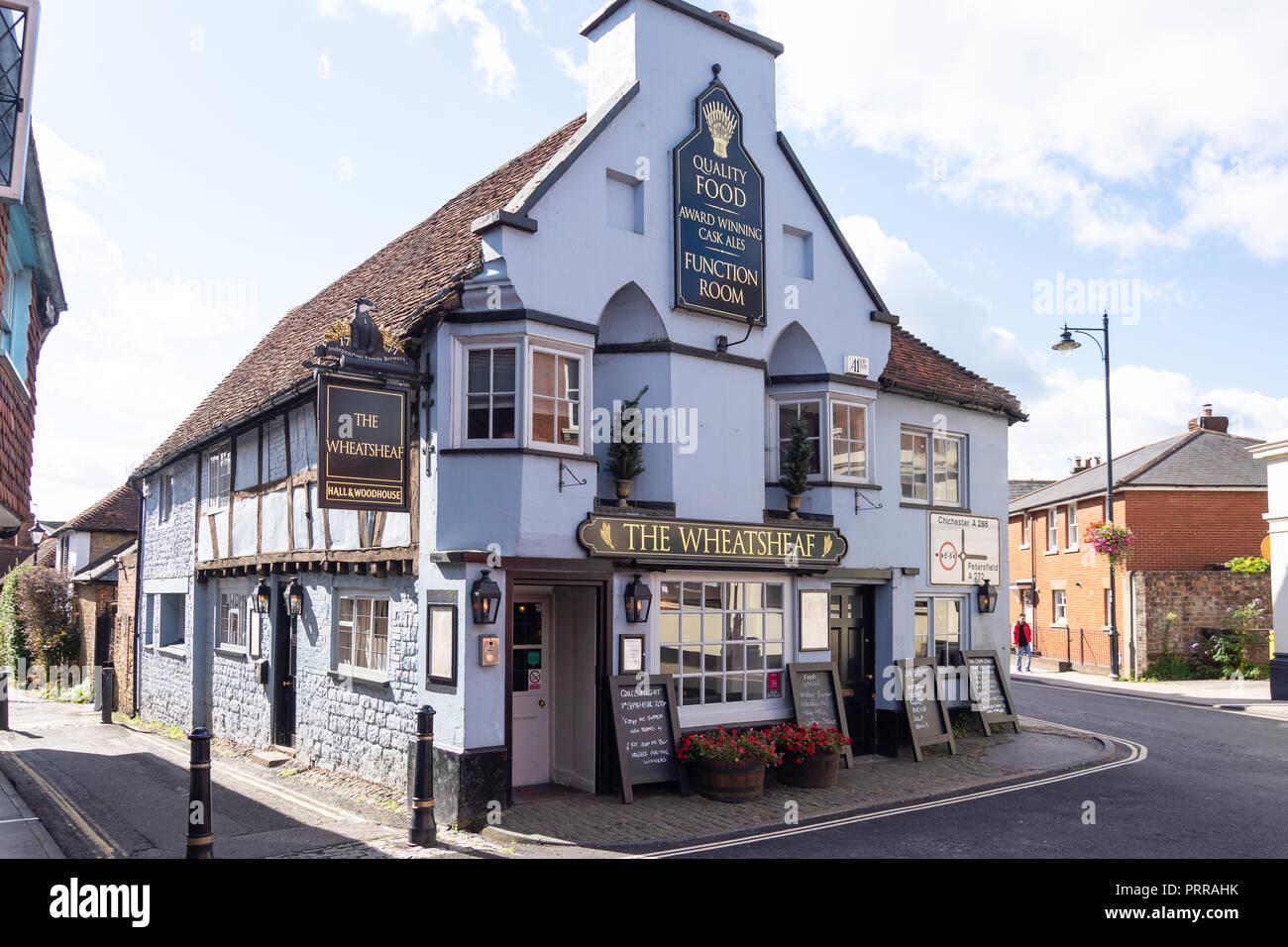 15th century The Wheatsheaf Pub, Wool Lane, Midhurst, West Sussex, England, United Kingdom - Stock Image