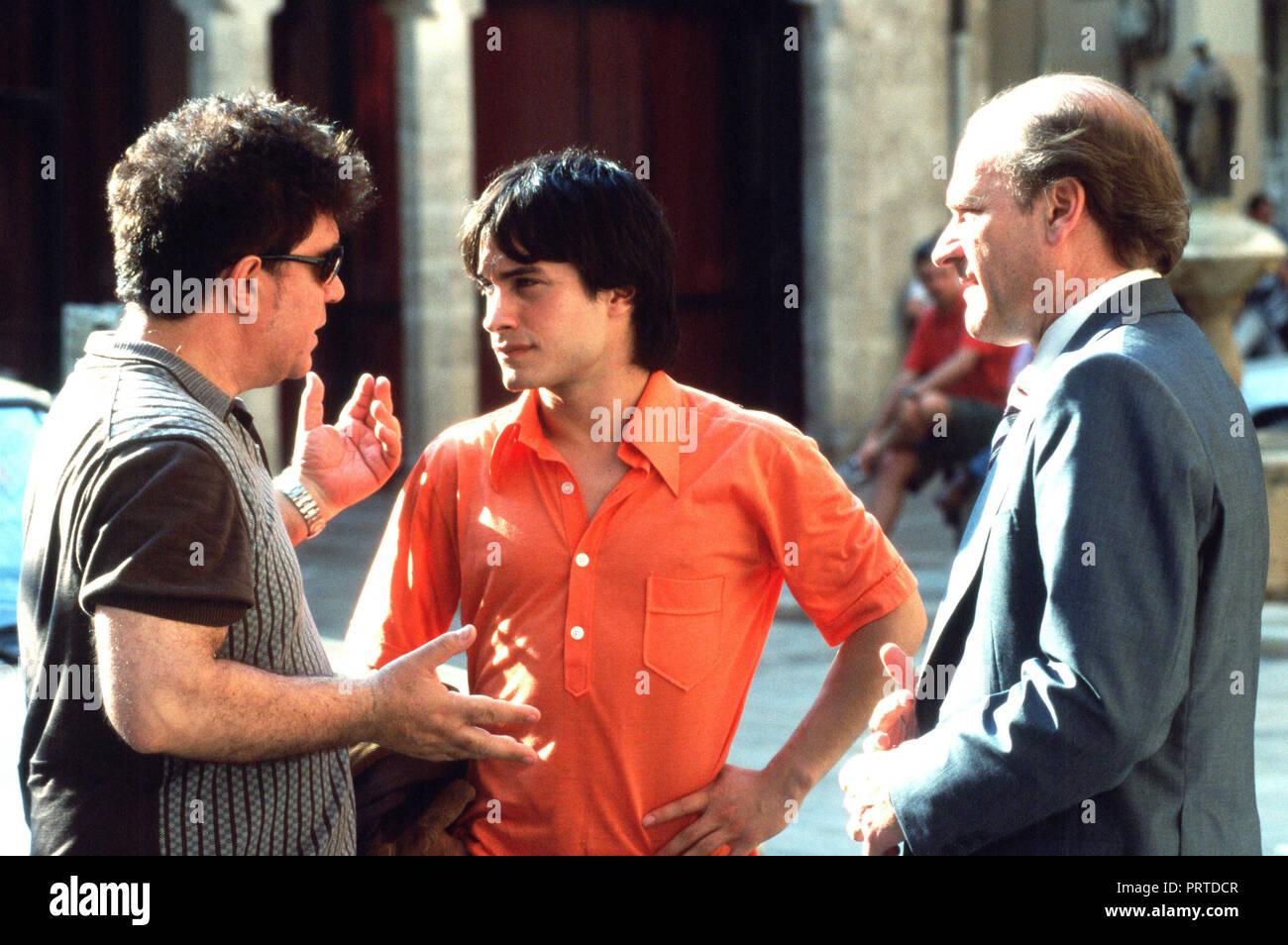 ¿Cuánto mide Gael García Bernal? - Estatura y peso - Real height - Página 2 Original-film-title-la-mala-educacion-english-title-bad-education-year-2004-director-pedro-almodovar-stars-pedro-almodovar-lluis-homar-gael-garcia-bernal-credit-el-deseo-sa-album-PRTDCR
