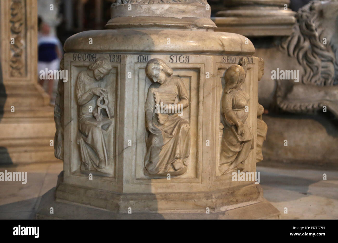 Italy. Pisa. The pulppit of Pisa Cathedral. By Giovanni Pisano (c.1250-1315). Gothic style. Detail. Allegory to music and geometry. - Stock Image