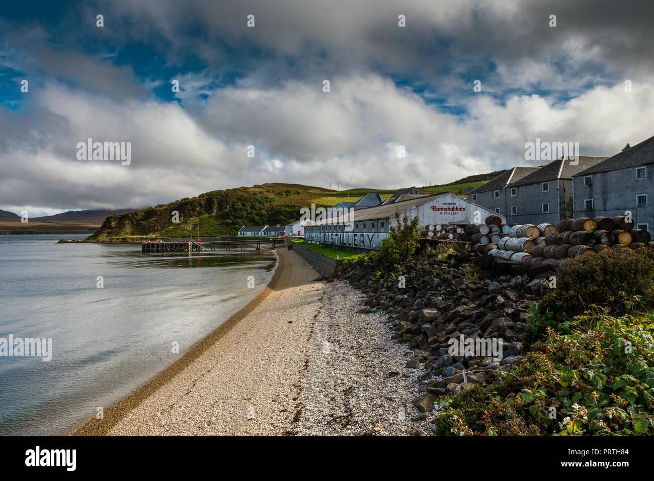 The Bunnahabhain Distillery near Port Askaig on The Hebridean Isle of Islay - Stock Image