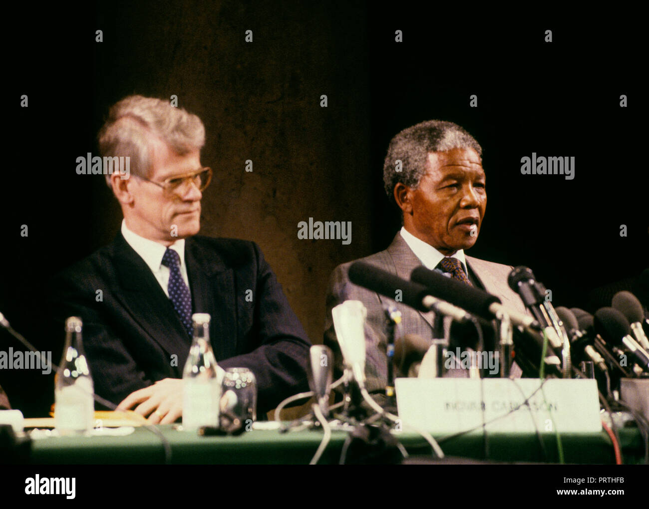 NELSON MANDELA ANC and South Africa leader in Stockholm for meeting with Swedish leader Ingvar Carlsson 1990 - Stock Image