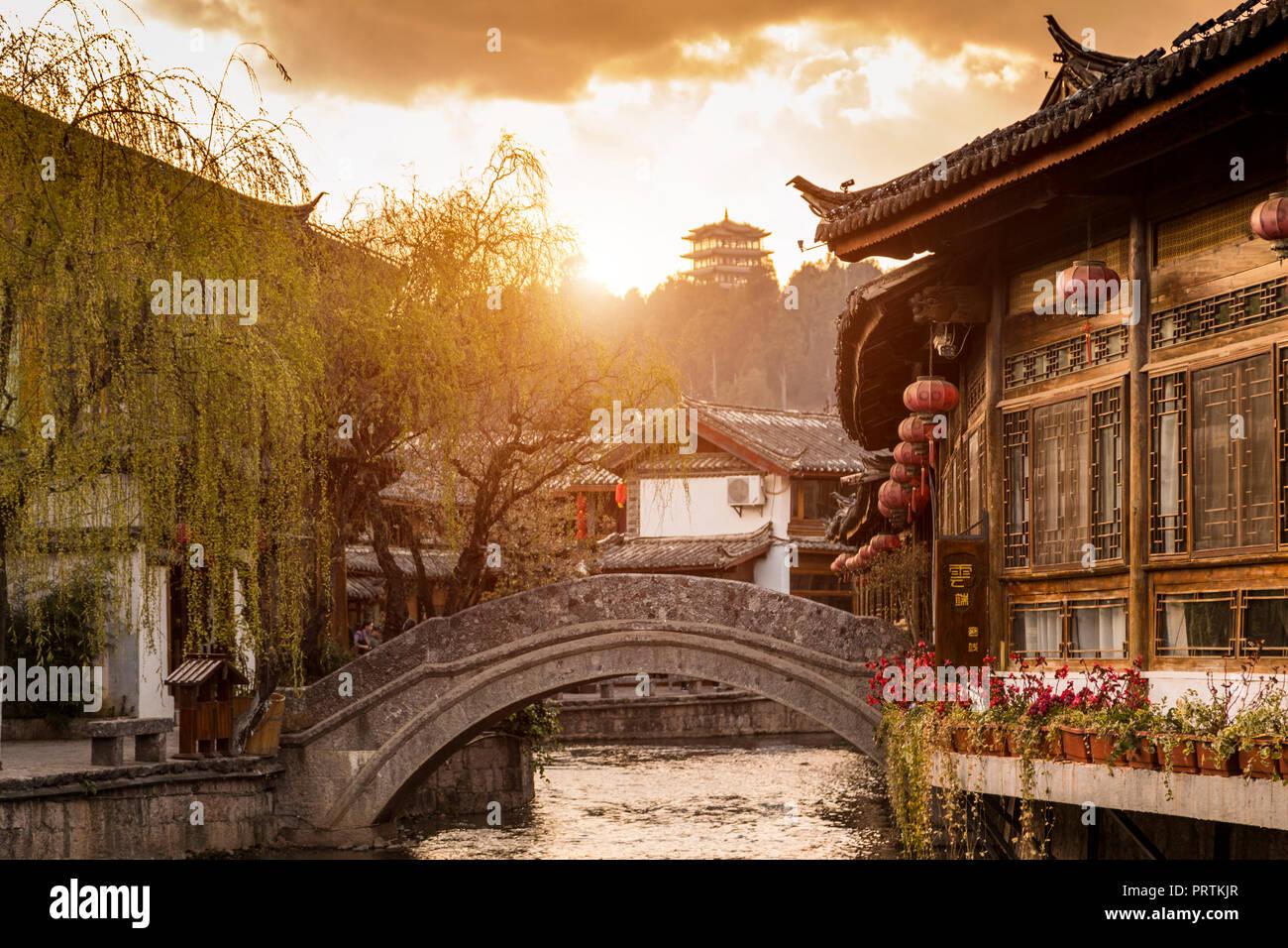 Old town of Lijiang at sunrise, Yunnan, China - Stock Image
