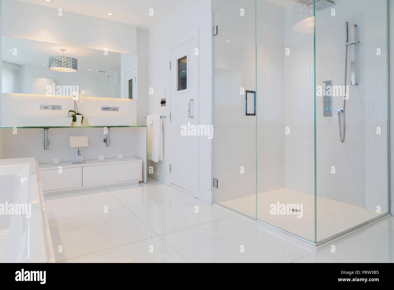White Bathtub Wall Mirror Glass Shower Stall And Sauna