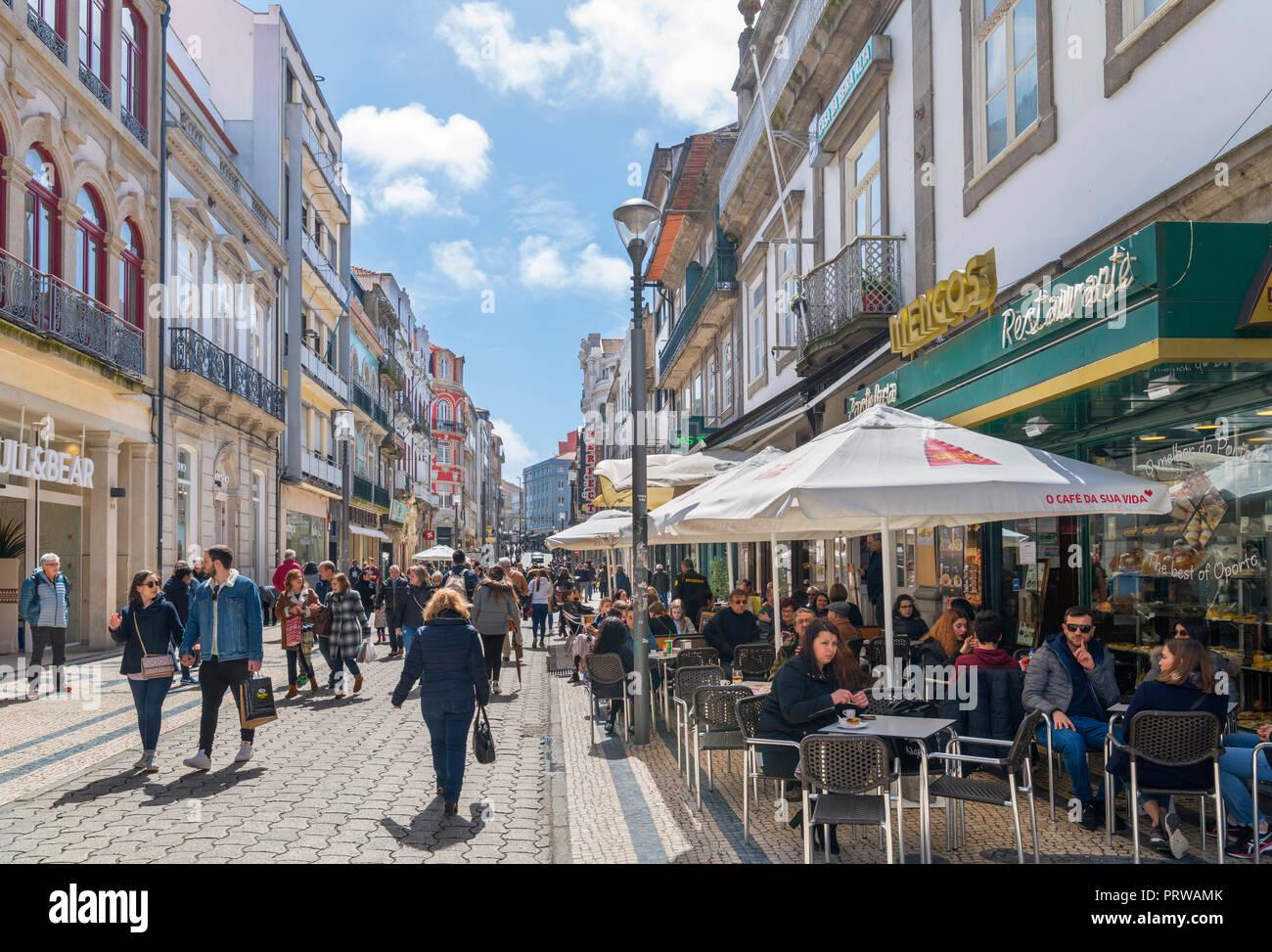 Shops and restaurant on Rua de Santa Catarina in the city centre, Porto, Portugal - Stock Image