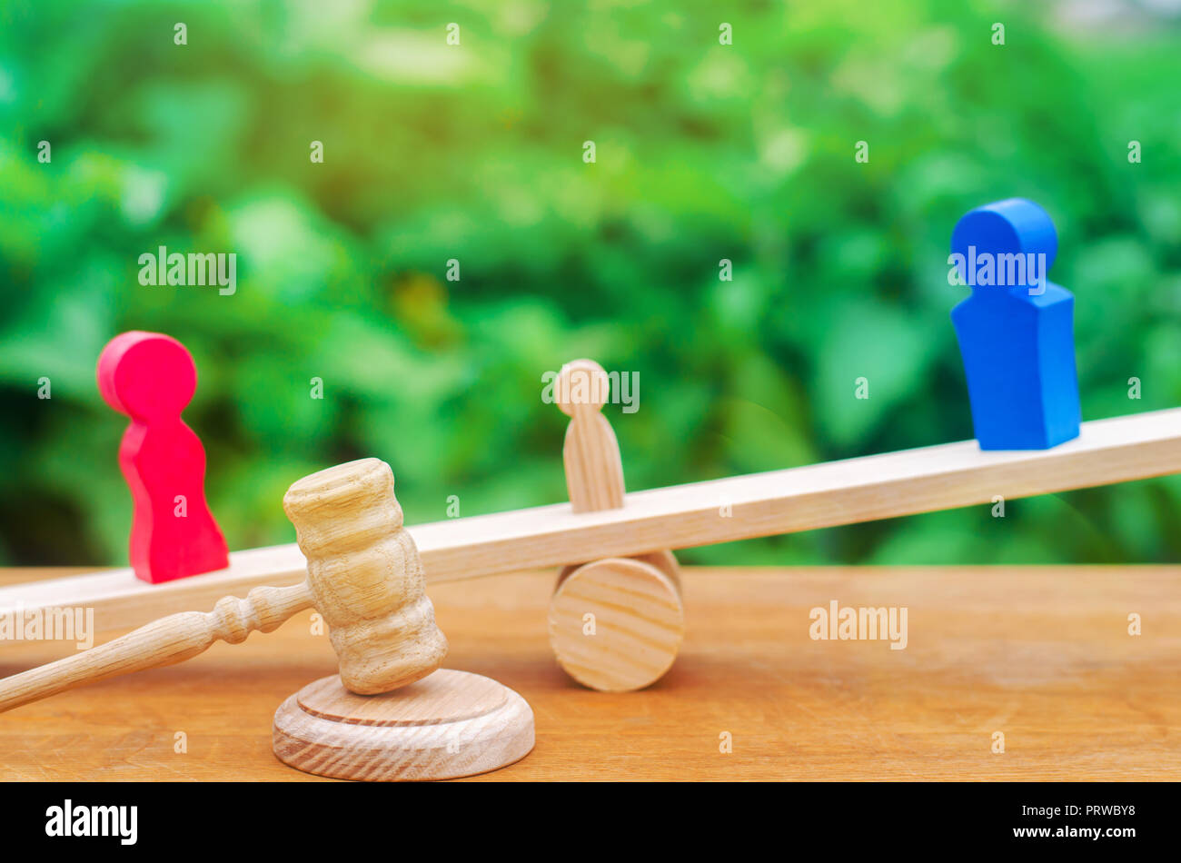 deprivation of parental rights. concept of custody of a child. legal divorce. hammer of a judge. family court, law. parents stand on scales. trial - Stock Image