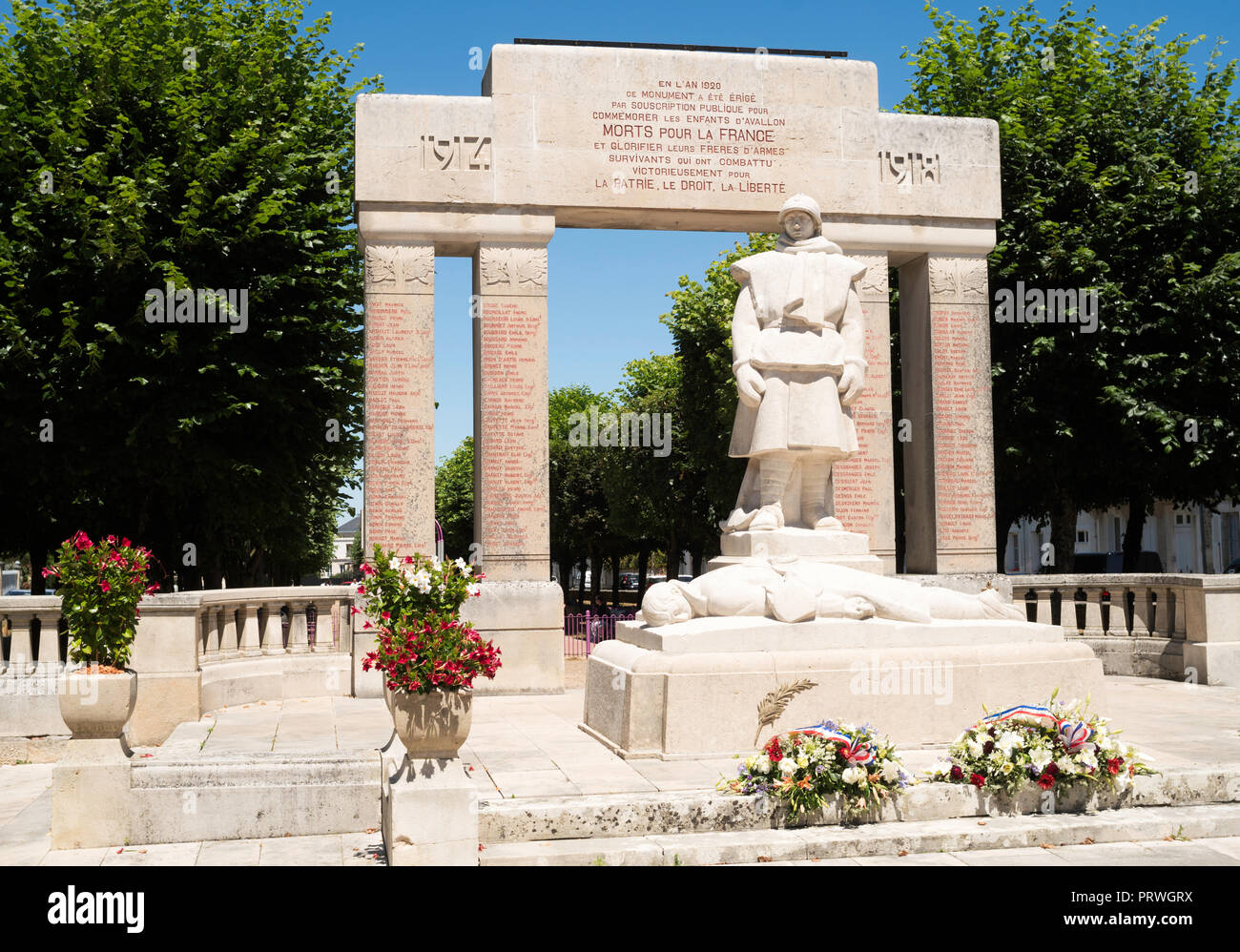 The War Memorial in Avallon, Yonne, Burgundy, France, Europe - Stock Image