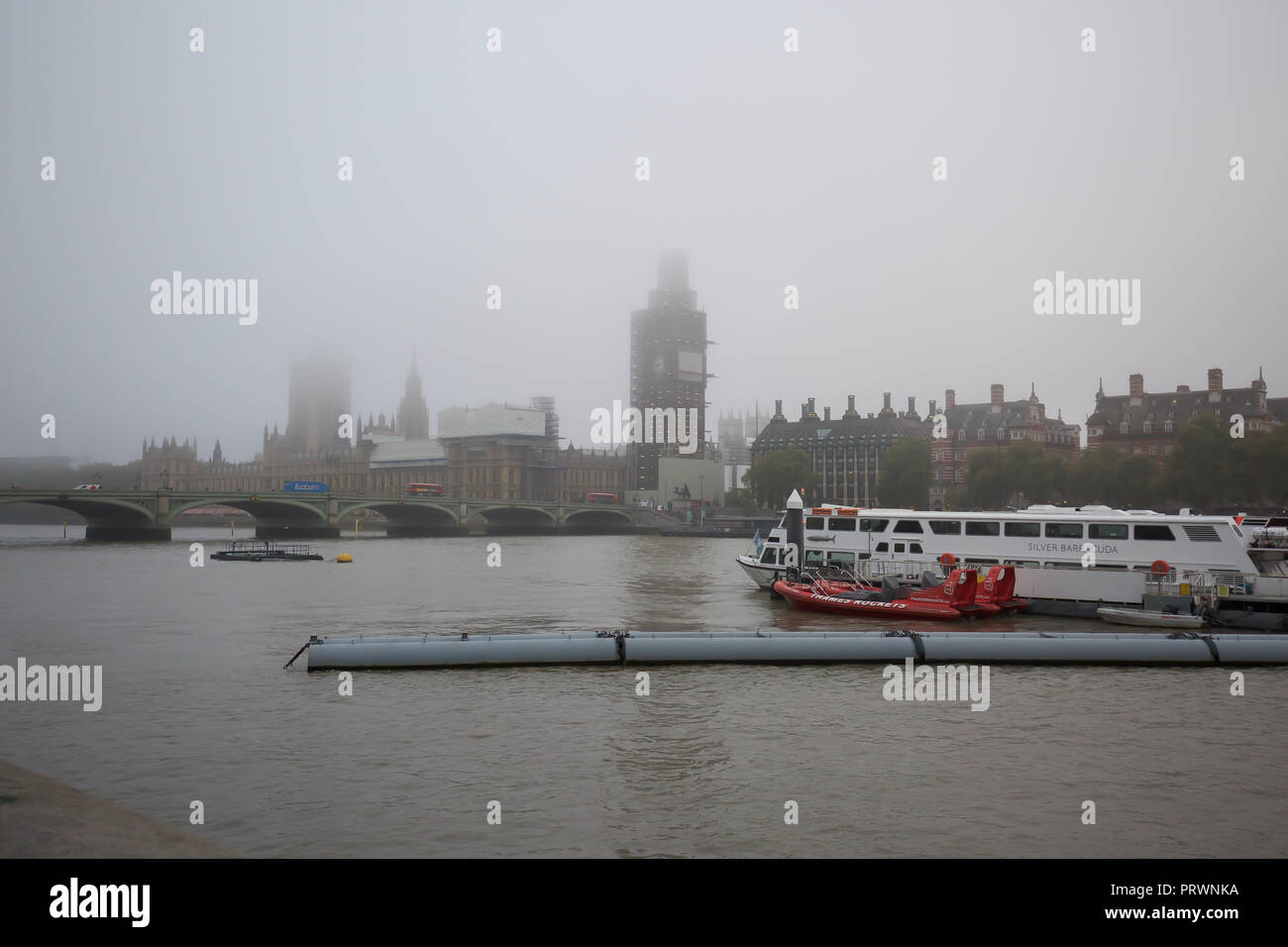 London,UK,4th October 2018,Foggy Autumn Day in Central London ©Keith Larby/Alamy Live News - Stock Image
