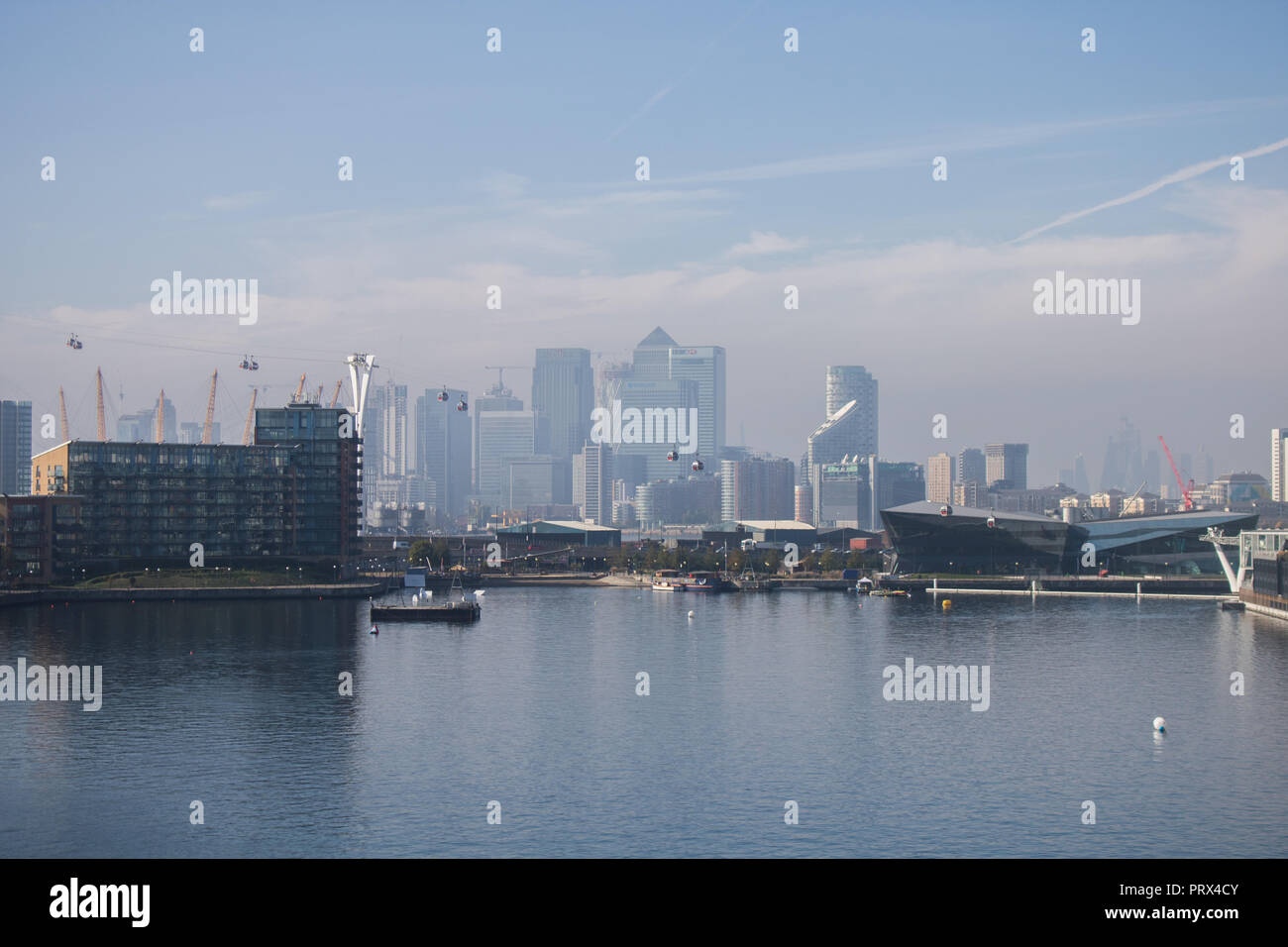 London UK. 5th October 2018. UK Weather: Canary Wharf skyline and gondolas seen from the Royal Victoria Docks bathed in autumn sunshine after the early moring fog clears Credit: amer ghazzal/Alamy Live News Credit: amer ghazzal/Alamy Live News - Stock Image