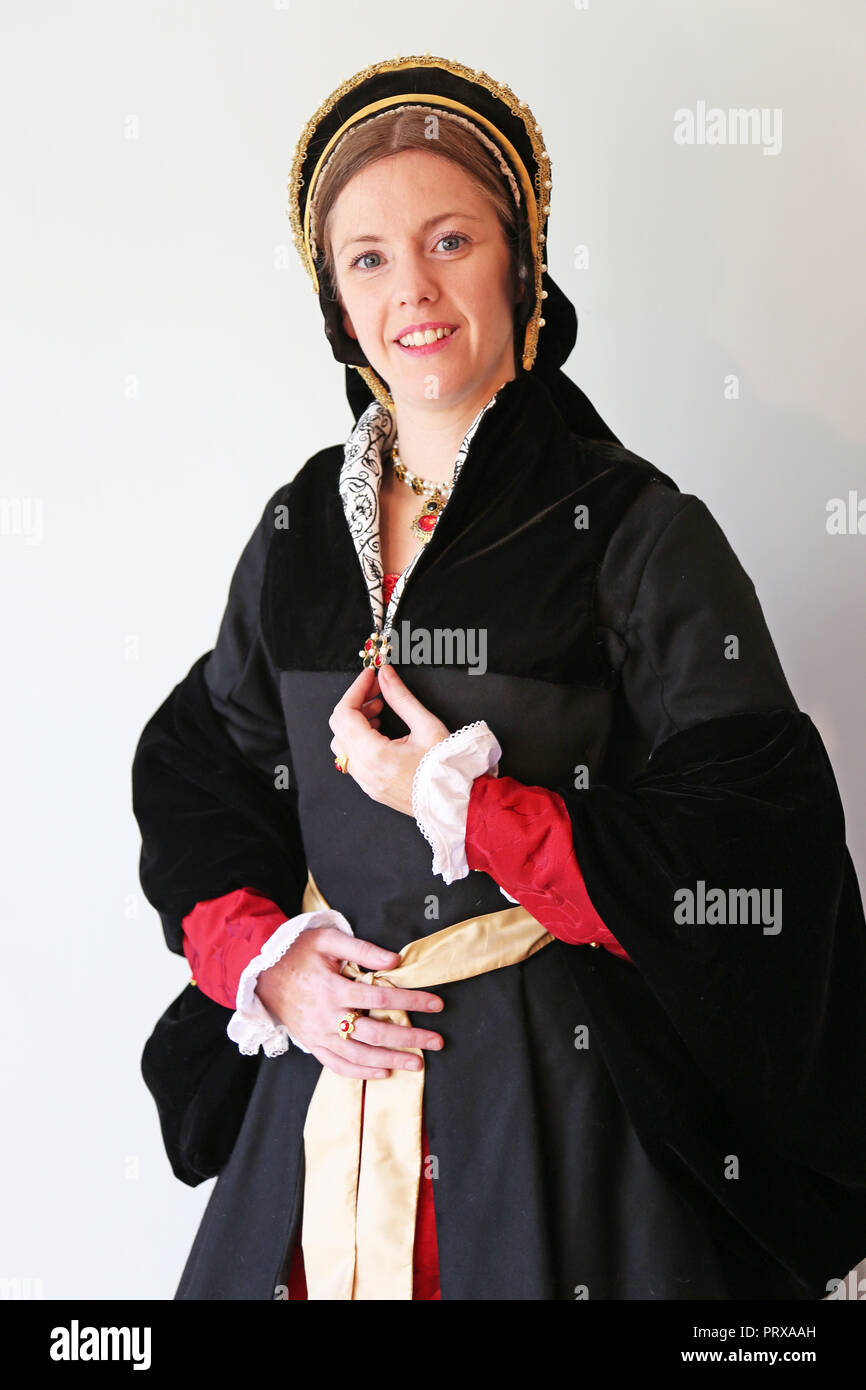 Young woman dressed in Tudor period costume - Stock Image