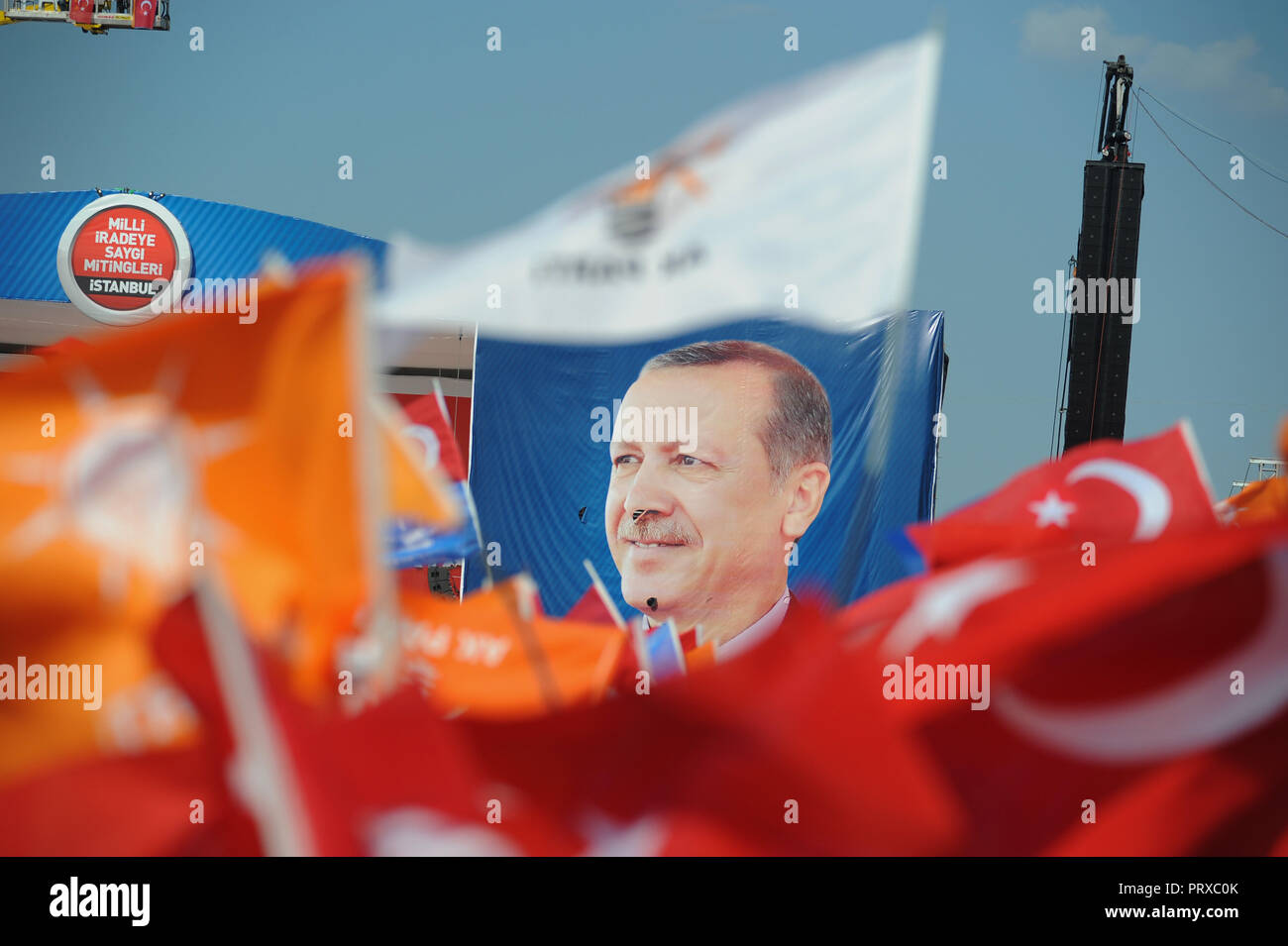 June 16, 2013 - Istanbul, Turkey: Supporters of Turkish Prime minister Recep Tayyip Erdogan attend a mass rally in Istanbul's Kazlicesme fair grounds to watch their leader speak a day after he ordered police to storm the Gezi Park protest camp. Rassemblement de masse de l'AKP, le parti du Premier ministre Recep Tayyip Erdogan, apres l'evacuation du parc Gezi. *** FRANCE OUT / NO SALES TO FRENCH MEDIA *** - Stock Image