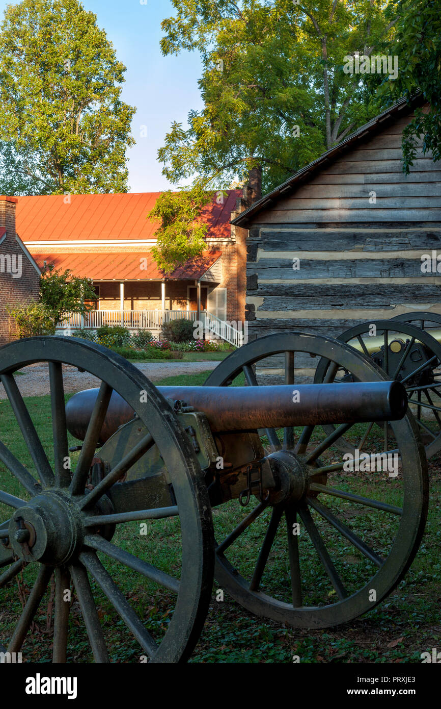 Cannon at the Carter House - site of bloody Civil War Battle of Franklin (Nov 30, 1864), Tennessee USA - Stock Image