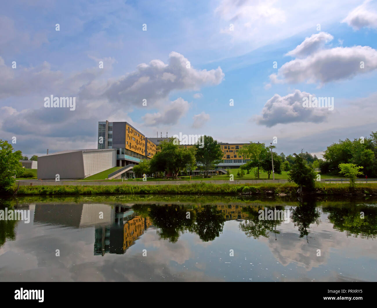 Trent University, Symons Campus, Peterborough, Ontario. Peter Gzowski College and Nozhem First Peoples Performance Space - Stock Image