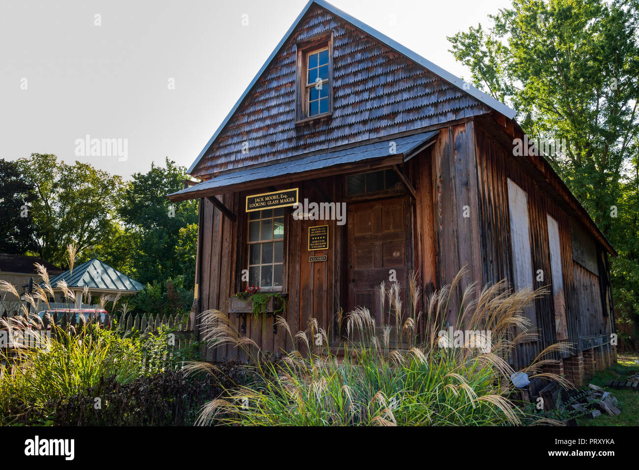 "JONESBOROUGH, TN, USA-9/29/18: A quaint shop building houses a traditional mirror or ""looking glass"" maker. Stock Photo"