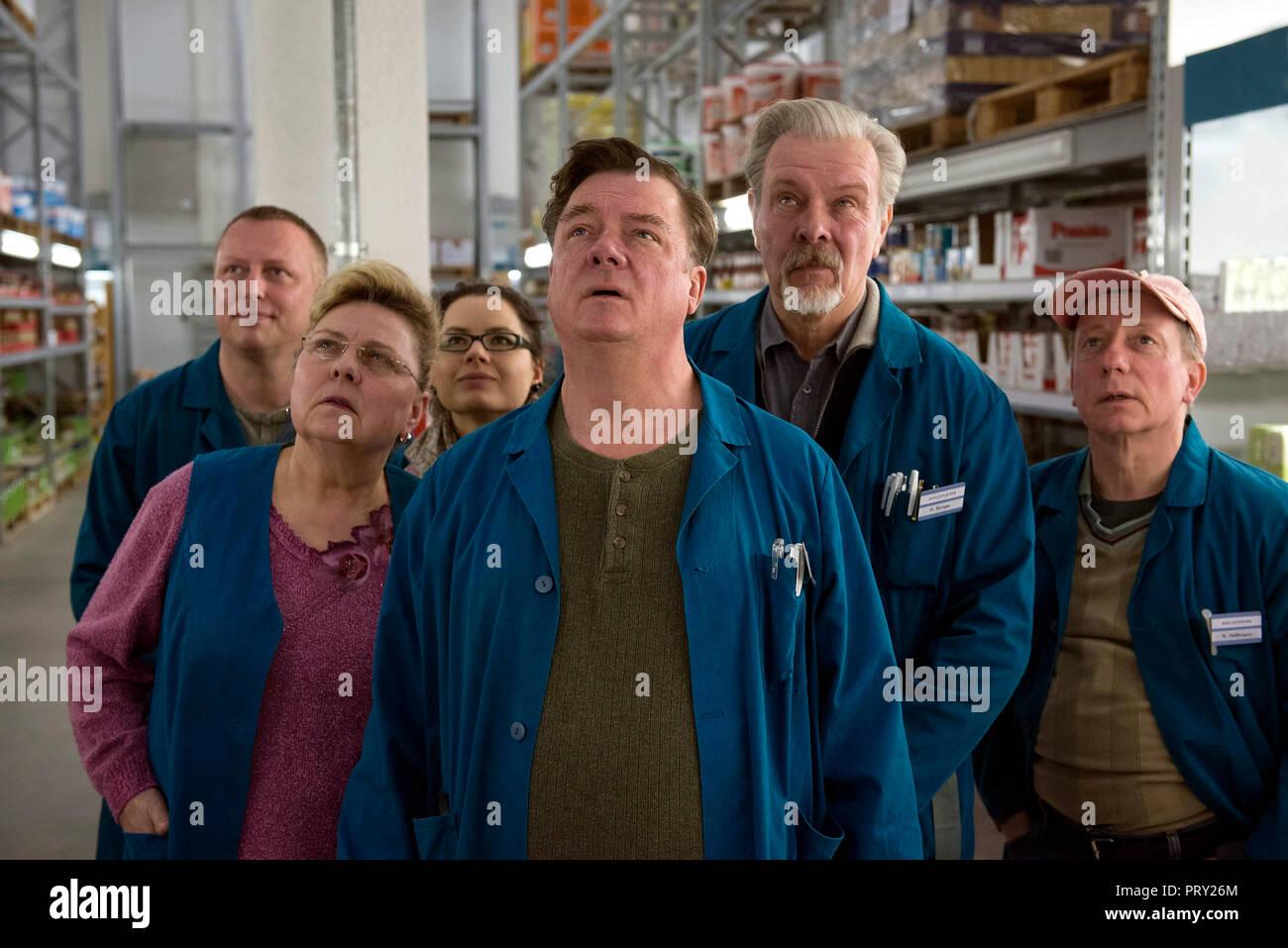 Prod DB © Sommerhaus Filmproduktionen / DR UNE VALSE DANS LES ALLEES IN DEN GANGEN de Thomas Stuber 2018 ALL. Ramona Kunze-Libnow Peter Kurth Andreas - Stock Image