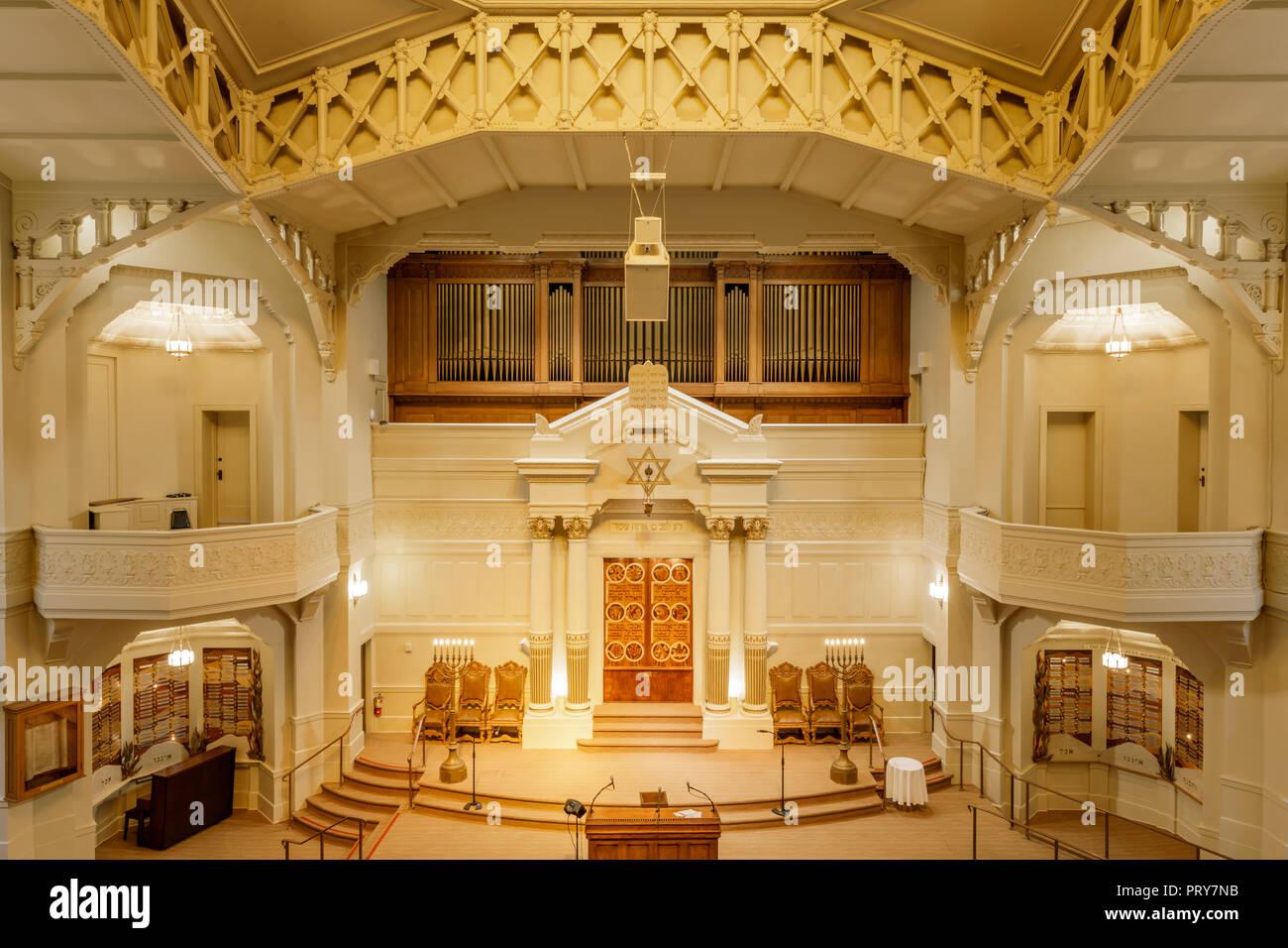 Oakland, California - September 30, 2018: Interior of Temple Sinai Reform Jewish Synagogue. - Stock Image
