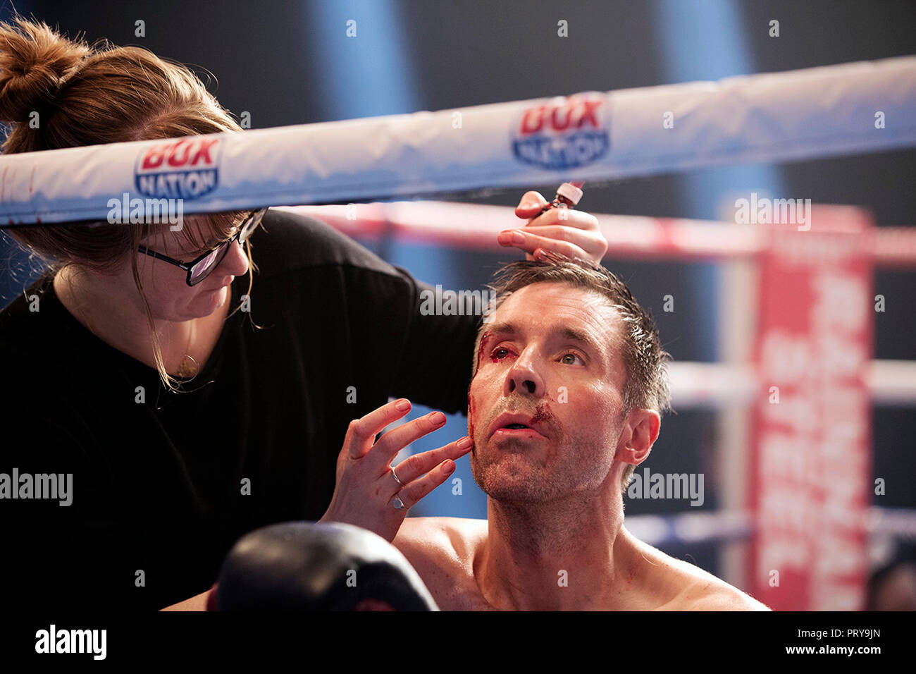 Prod DB ©Film4 - Inflammable Films / DR JOURNEYMAN de Paddy Considine 2017 GB Nadia Stacey (maquilleuse) Paddy Considine sur le tournage maquilleuse; - Stock Image