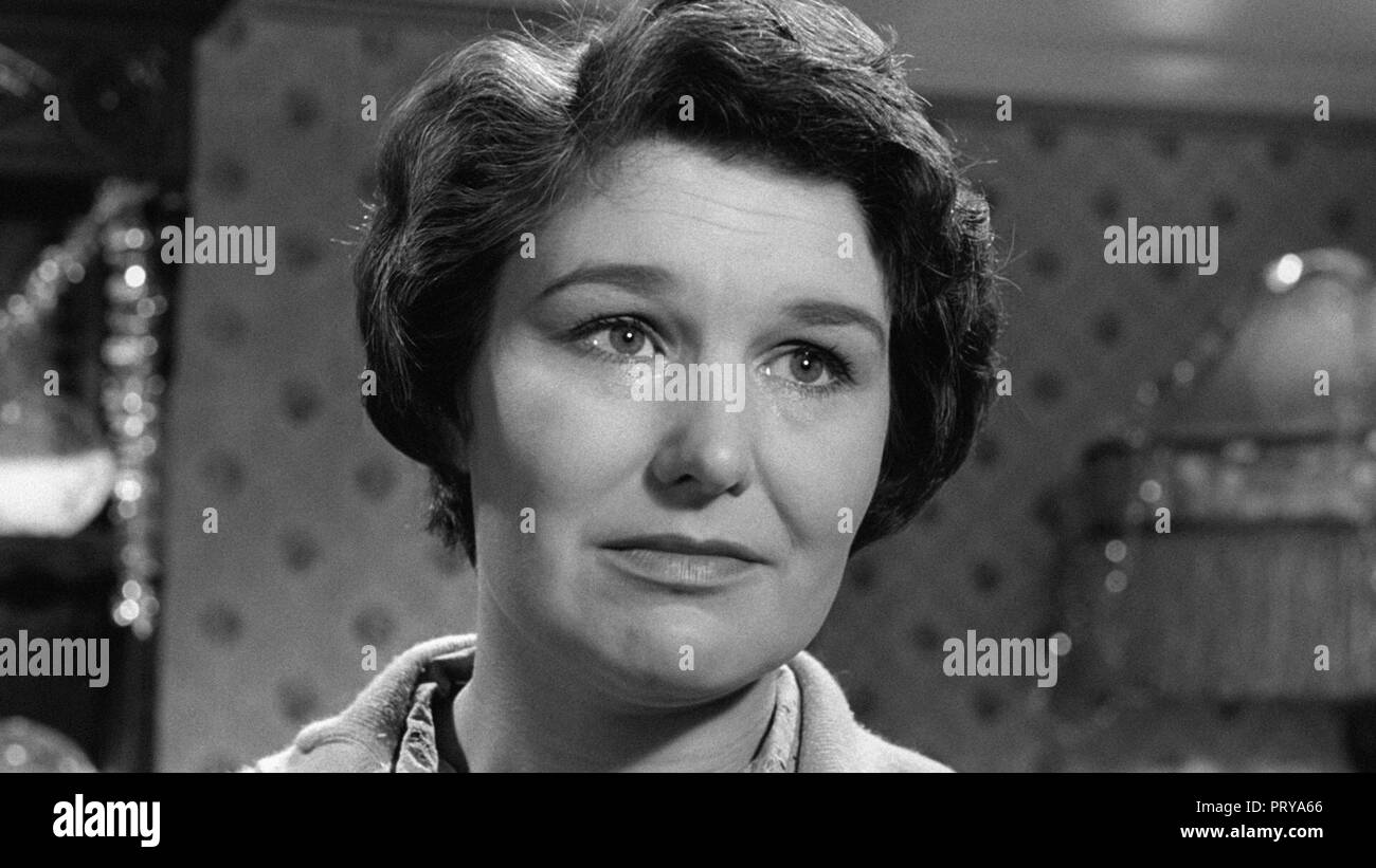 Prod DB © Metro-Goldwyn-Mayer British Studios / DR LE VILLAGE DES DAMNES VILLAGE OF THE DAMNED de Wolf Rilla 1960 GB Charlotte Mitchell. fantastique; - Stock Image