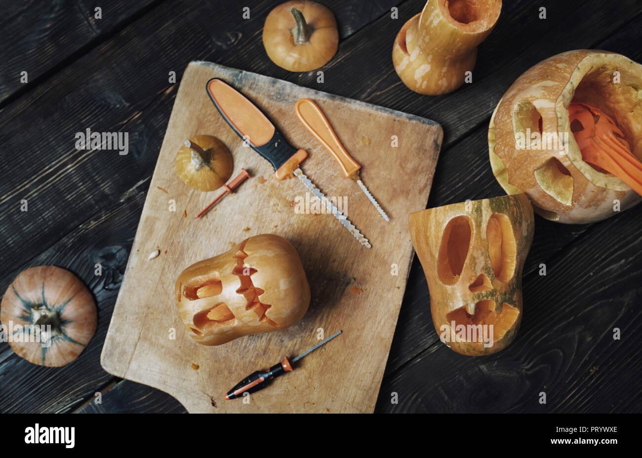 Halloween pumpkins, Jack O'Lanterns, carving knifes - Stock Image