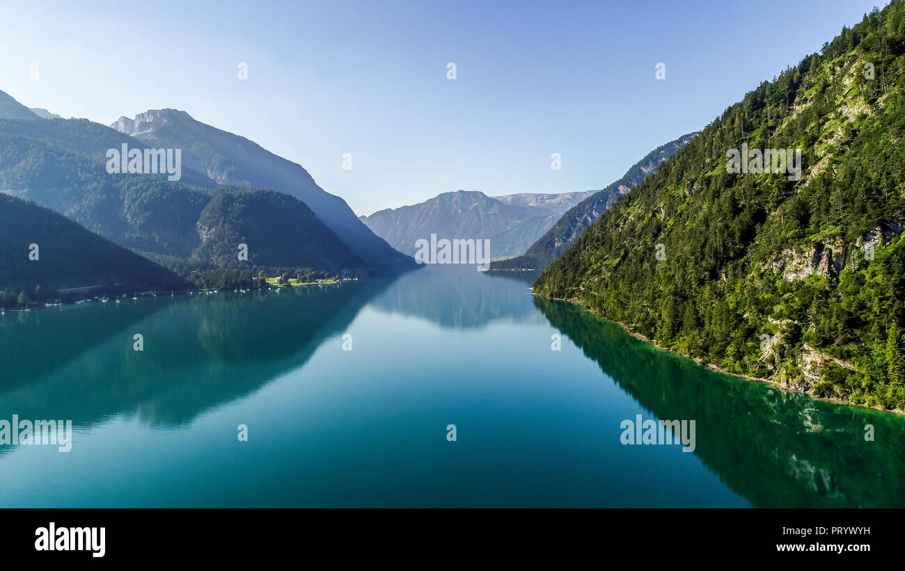 Austria, Tyrol, Lake Achensee in the morning, View to Klobenjoch, Hochiss and Seekarspitze - Stock Image