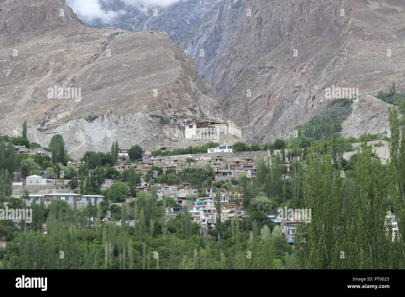 Baltit Fort is a fort in the Hunza valley, near the town of Karimabad, in the ... Once the former seat of the Hunza kingdom, Baltit 800 year old fort. - Stock Image