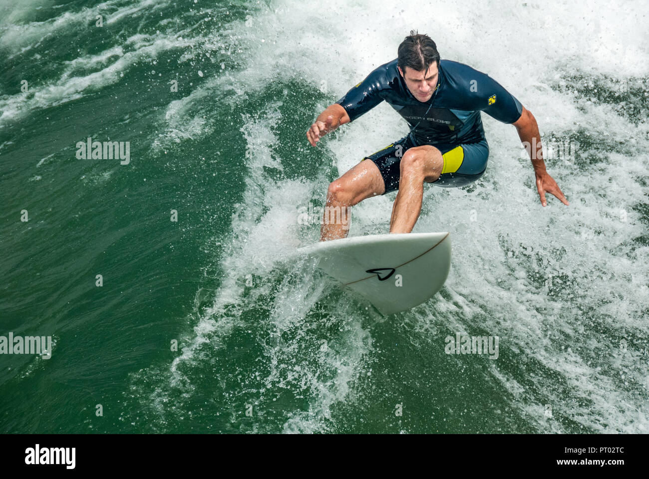 Surfer carving off the lip of a wave in Manhattan Beach, California. (USA) - Stock Image