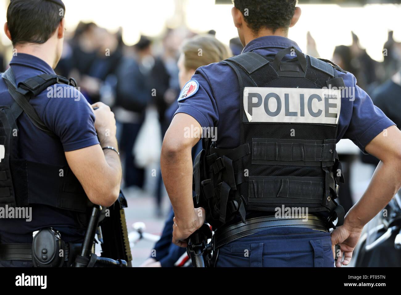 Police officers with bulletproof vest in Paris Street - Paris - France - Stock Image