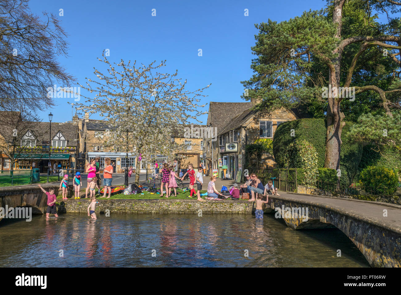 Bourton-on-the-Water, Gloucestershire, Cotswolds, UK, Europe - Stock Image