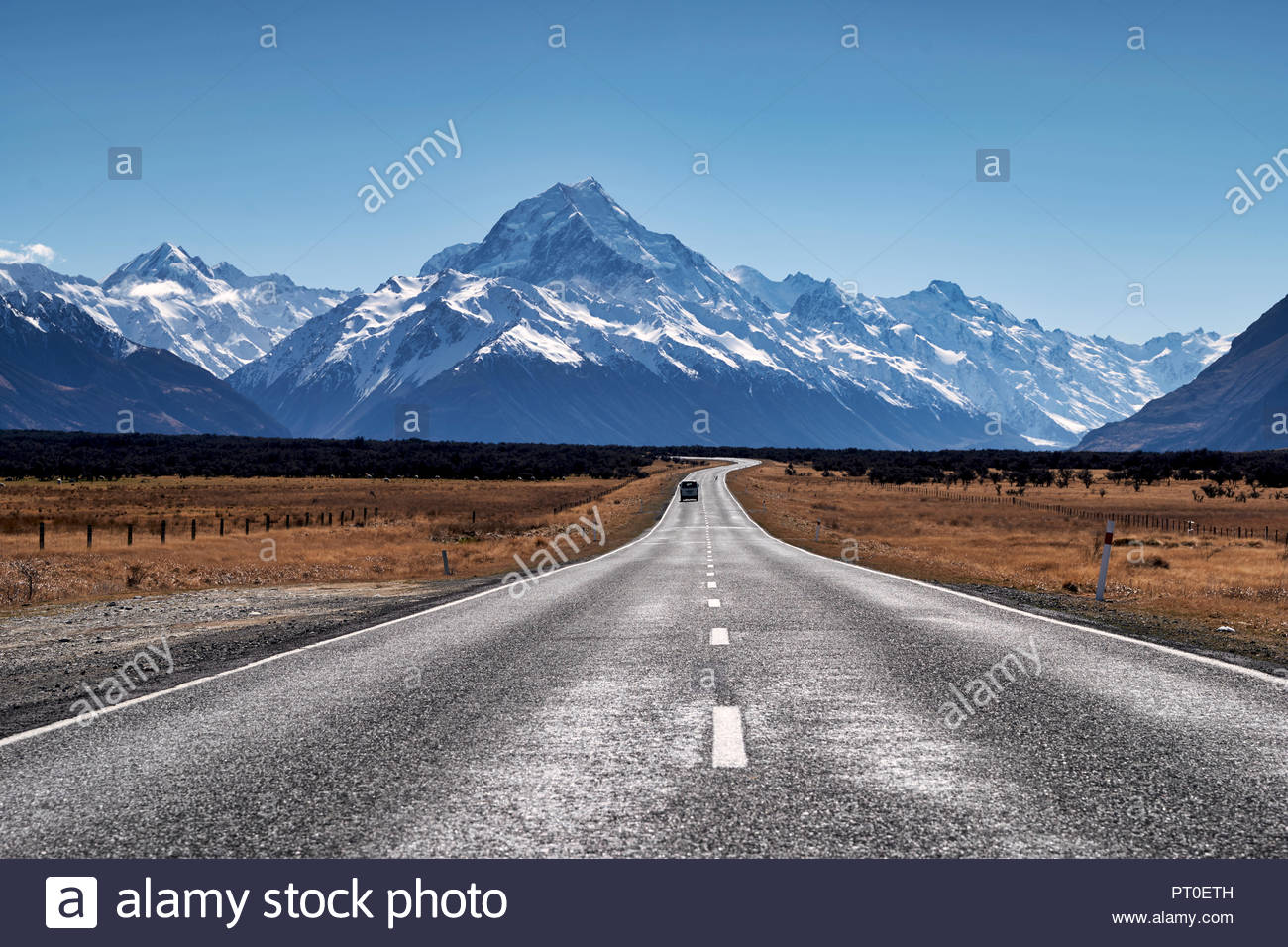 The road to Aoraki Mount Cook National Park. New Zealand - Stock Image