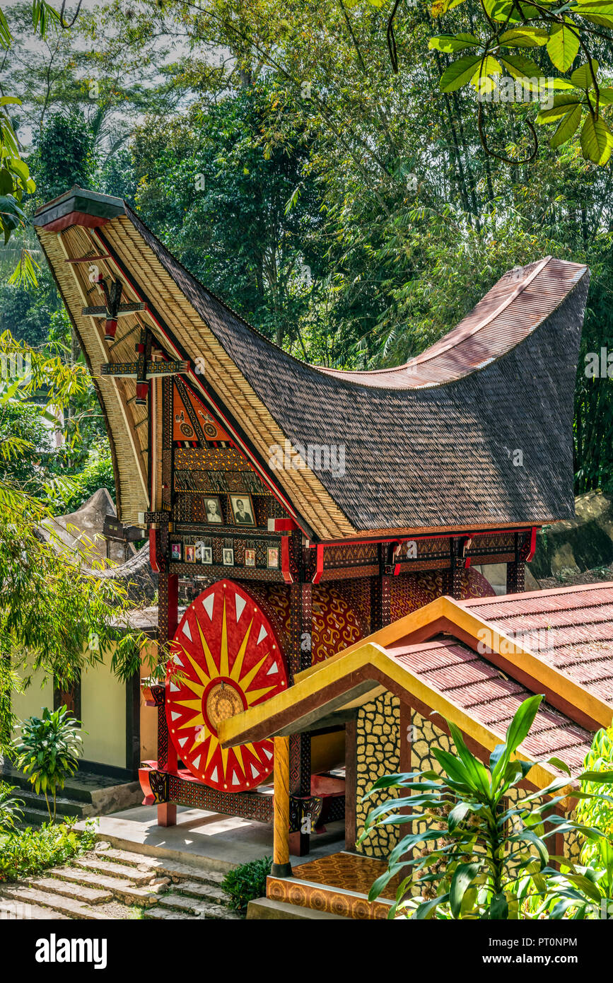 Traditional Toraja family tomb, Rantepao, Tana Toraja, Sulawesi, Indonesia - Stock Image