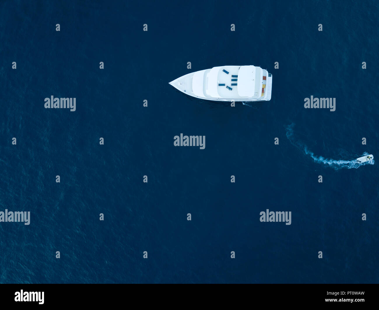 Maldives, Aerial view of yacht and small boat - Stock Image