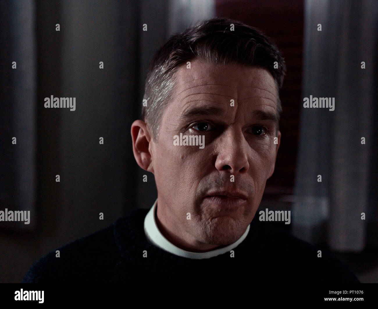 Prod DB © Killer Films - Fibonacci Films - Arclight Films - Omeira Studio Partners / DR FIRST REFORMED de Paul Schrader 2017 USA Ethan Hawke. pretre; - Stock Image