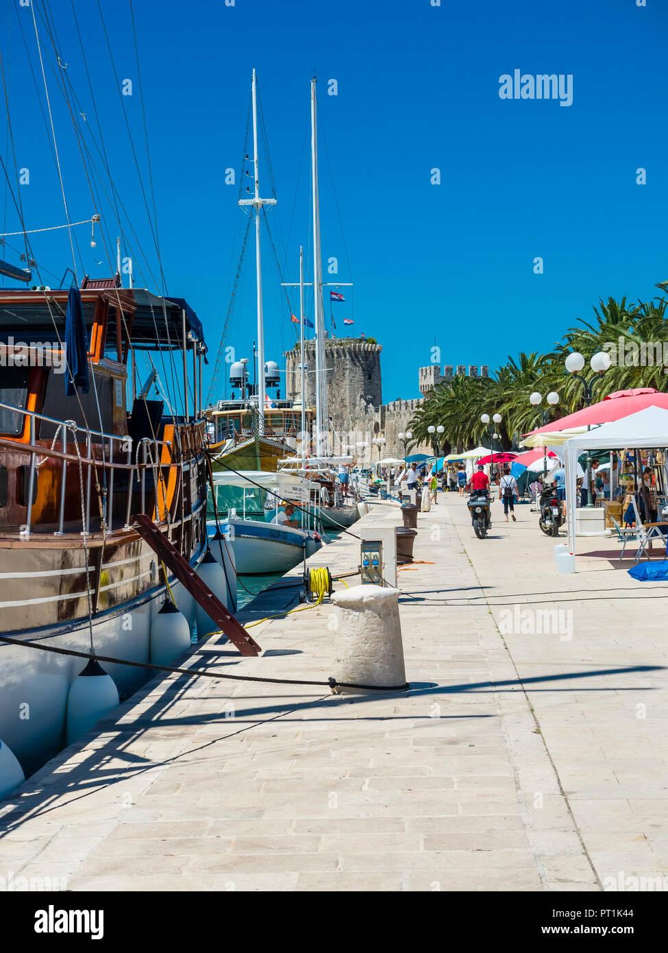 Kroatien, Adriaküste, Dalmatien, Region Split, Altstadt Trogir, UNESCO Weltkulturerbe,Riva Promenade - Stock Image