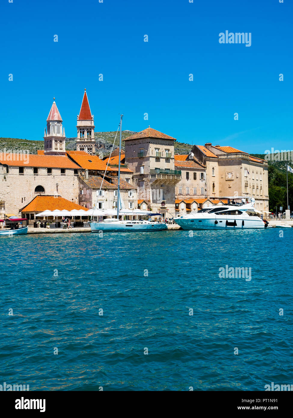 Kroatien, Adriaküste, Dalmatien, Region Split, Altstadt Trogir, UNESCO Weltkulturerbe,Kathedrale Sveti Lovro oder St.-Laurentius-Kathedrale,,Riva Prom - Stock Image