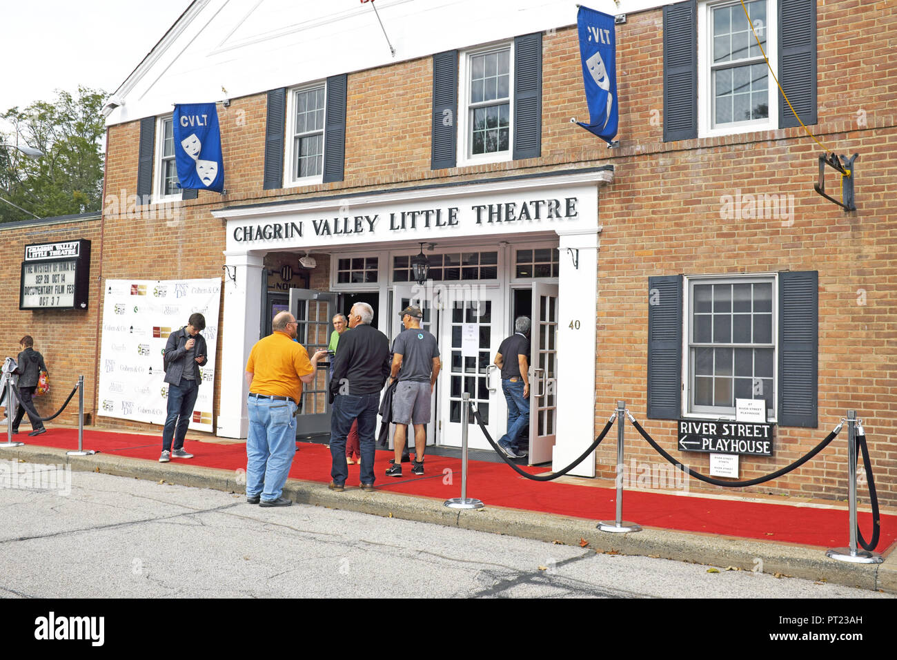 Chagrin Falls, Ohio, USA, 5th Oct, 2018.  People gather outside one of the main venues of the 9th Annual Chagrin Documentary Filmfest in Chagrin Falls, Ohio.  The documentary film festival which runs from October 3-7, 2018 across several venues in this quaint northeast Ohio town highlights national and international documentaries.  The inspiration for the festival comes from the late David Ponce, an aspiring documentarian who succumbed to leukemia at the age of 20.  Credit: Mark Kanning/Alamy Live News. - Stock Image