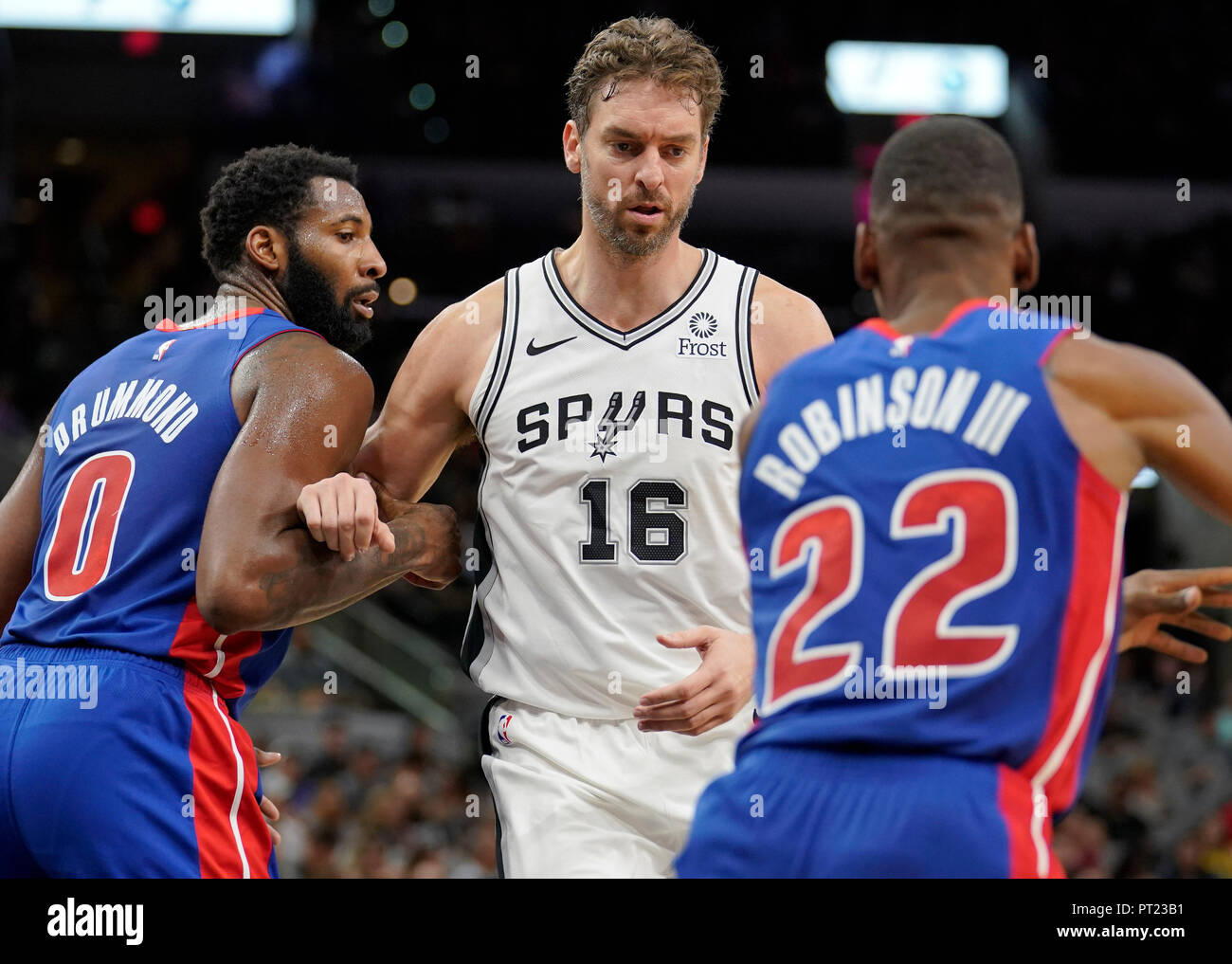 San Antonio,USA. 06th Oct, 2018. Pau Gasol (C) of the San Antonio Spurs in action against Glen Robinson III (R) and Andre Drummond (L) of the Detroit Pistons during their NBA preseason basketball game, in San Antonio, Texas, USA, 05 October 2018. Credit: William Abate/EFE/Alamy Live News Stock Photo