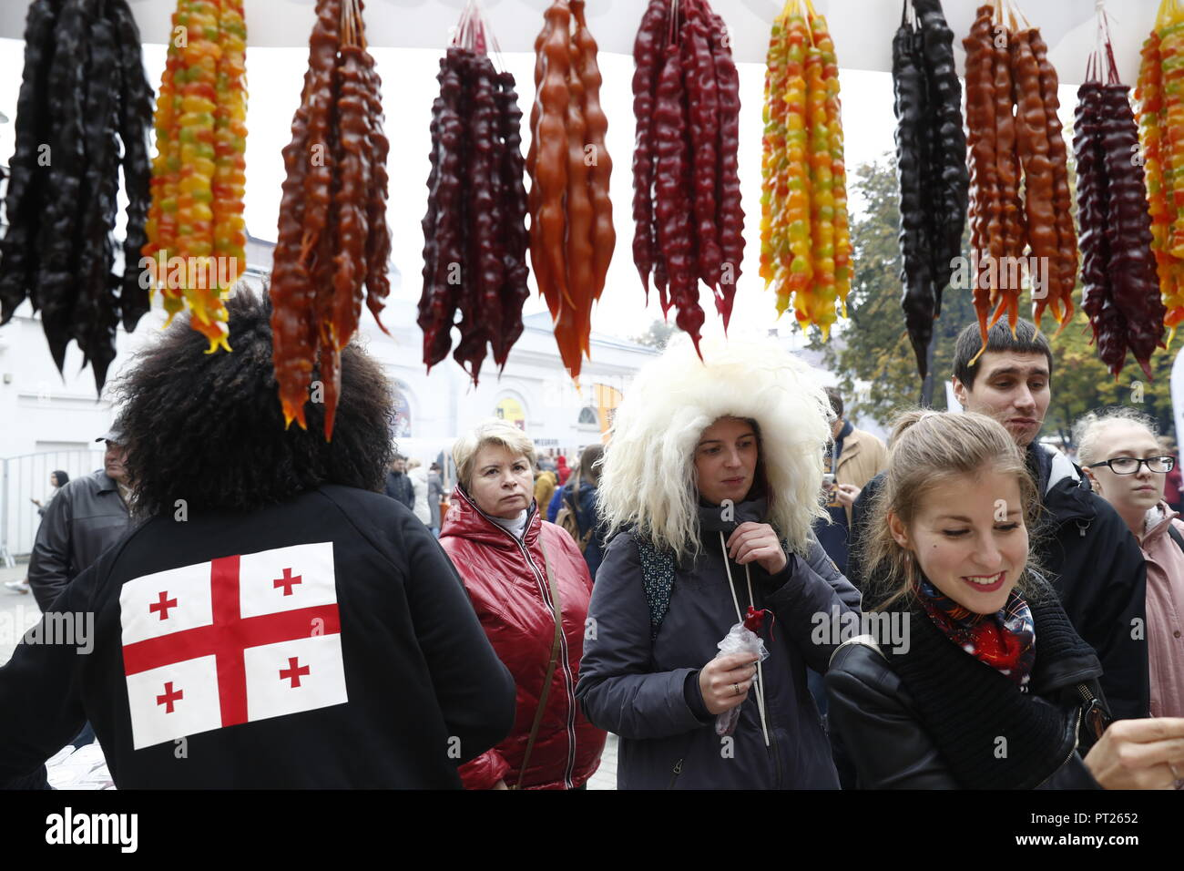 Moscow, Russia. 6 October 2018. MOSCOW, RUSSIA - OCTOBER 6, 2018: Annual 2018 Tbilisoba Festival of Georgian Culture at the Moscow Hermitage Garden. Artyom Geodakyan/TASS EDITORIAL USE ONLY; NO COMMERCIAL USE; NO ADVERTISING Credit: ITAR-TASS News Agency/Alamy Live News Stock Photo