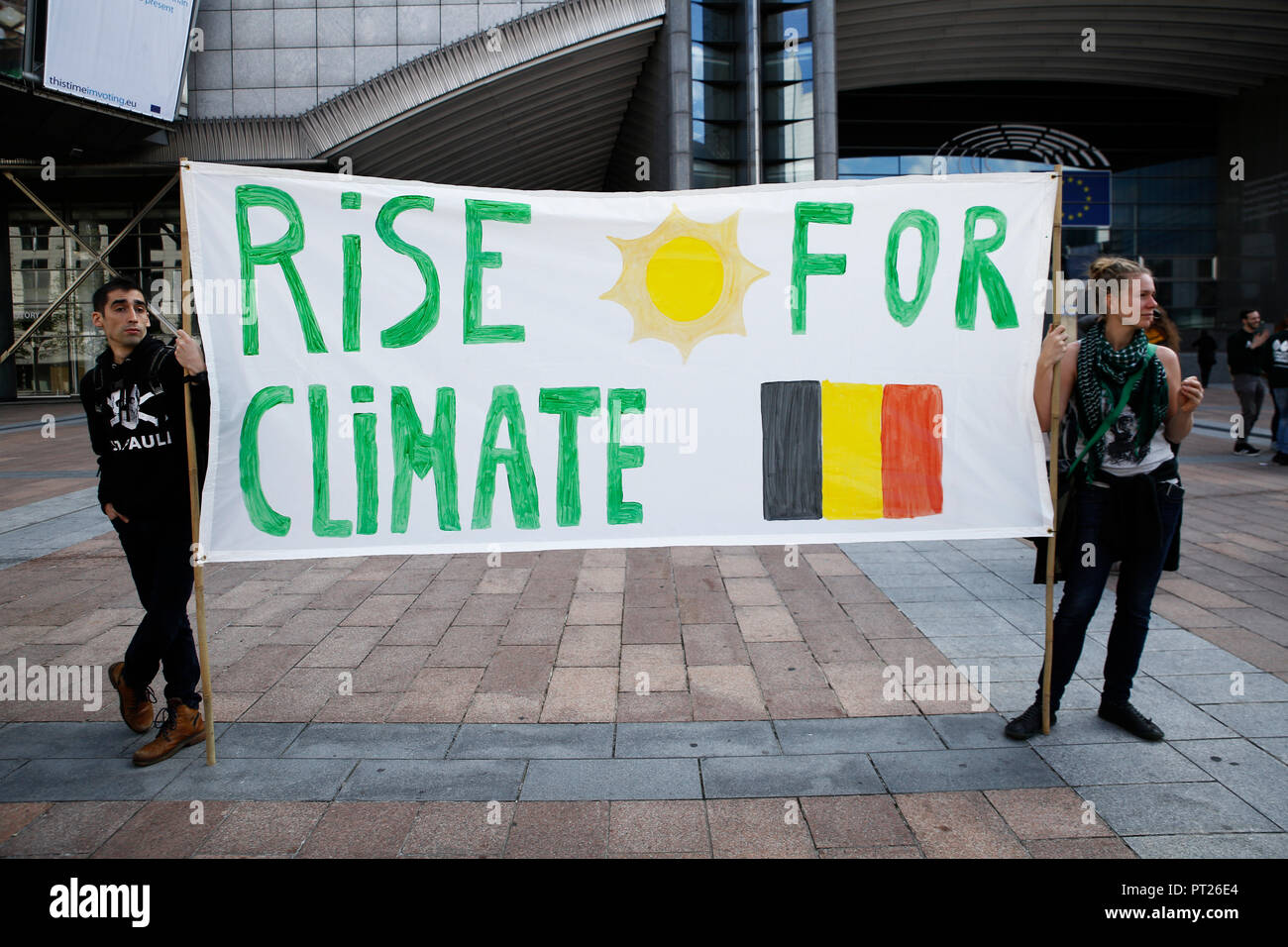 Brussels, Belgium. 6th Oct. 2018.Activists hold placards and chant slogans during a demonstration to demand immediate an action on climate change in front of European Parliament. Alexandros Michailidis/Alamy Live News Stock Photo