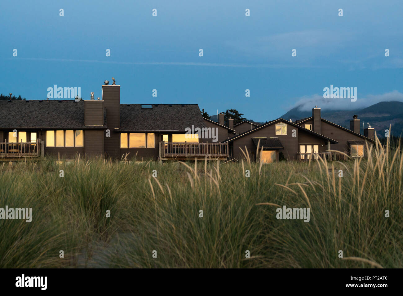 Enjoyable Pacific Coast Cannon Beach Cottages In The Evening Light Download Free Architecture Designs Itiscsunscenecom