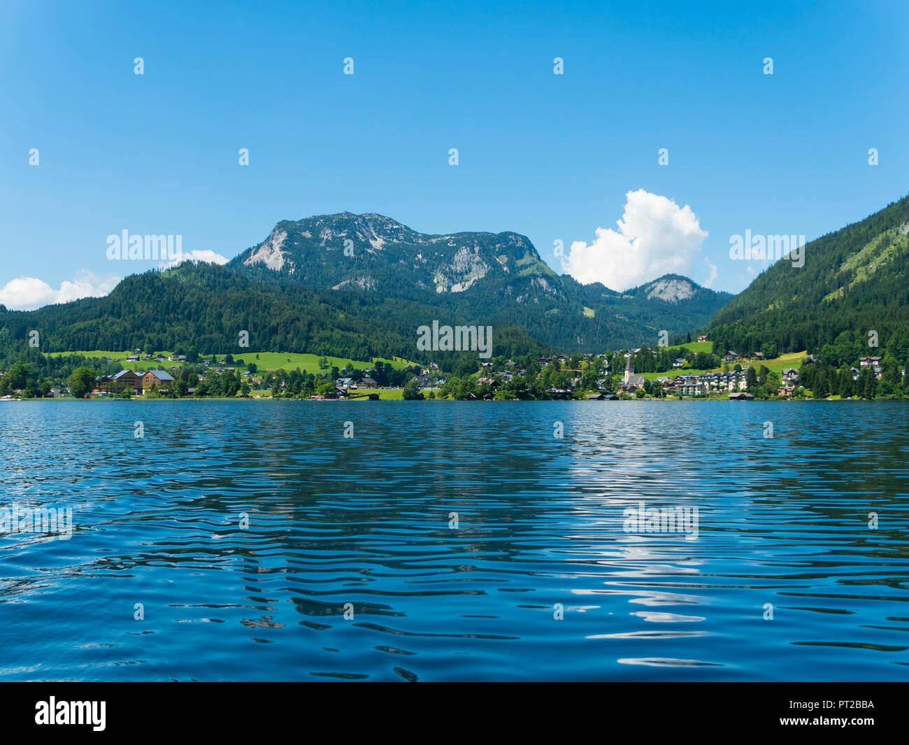 Österreich, Steiermark, Altausse, Altausseeer See, Blick auf Altausse - Stock Image